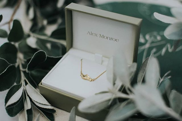 Spotlight on ✨ @alexmonroejewellery ⠀⠀⠀⠀⠀⠀⠀⠀⠀ Whilst planning our pilot series of workshops we wanted to go above and beyond to bless the women who would be attending. We looked carefully for local businesses that might be relevant or interested in supporting us. ⠀⠀⠀⠀⠀⠀⠀⠀⠀ We were blown away when @alexmonroejewellery agreed to gift each of our participants with a beautiful necklace from their boutique. Alex Monroe create beautiful handmade jewellery with a focus on sustainable designs that are are influenced by nature - so it really was the perfect match for us. They generously gifted each of our ladies with a 'hands of friendship' necklace, pictured above. Isn't the symbolism of the jewellery and its name just lovely? ⠀⠀⠀⠀⠀⠀⠀⠀⠀ When we told the ladies that the necklaces had been gifted to them there was a gorgeous collective sigh of gratitude and amazement in the room. It was really special moment. Thank you Alex Monroe for making this happen. ⠀⠀⠀⠀⠀⠀⠀⠀⠀ #FightingSlaveryWithFloristry