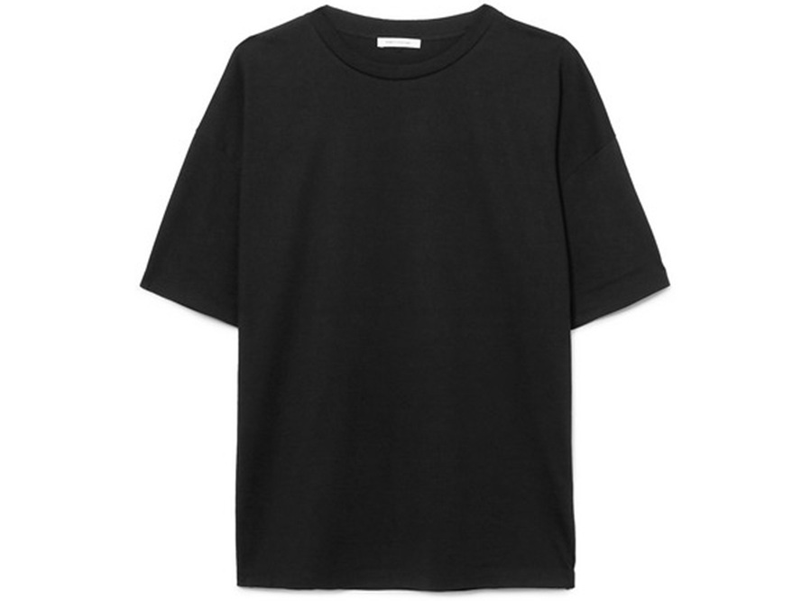3. A BLACK TEE - TO THROW ON WITH ANYTHING, FOR GOING ANYWHERE