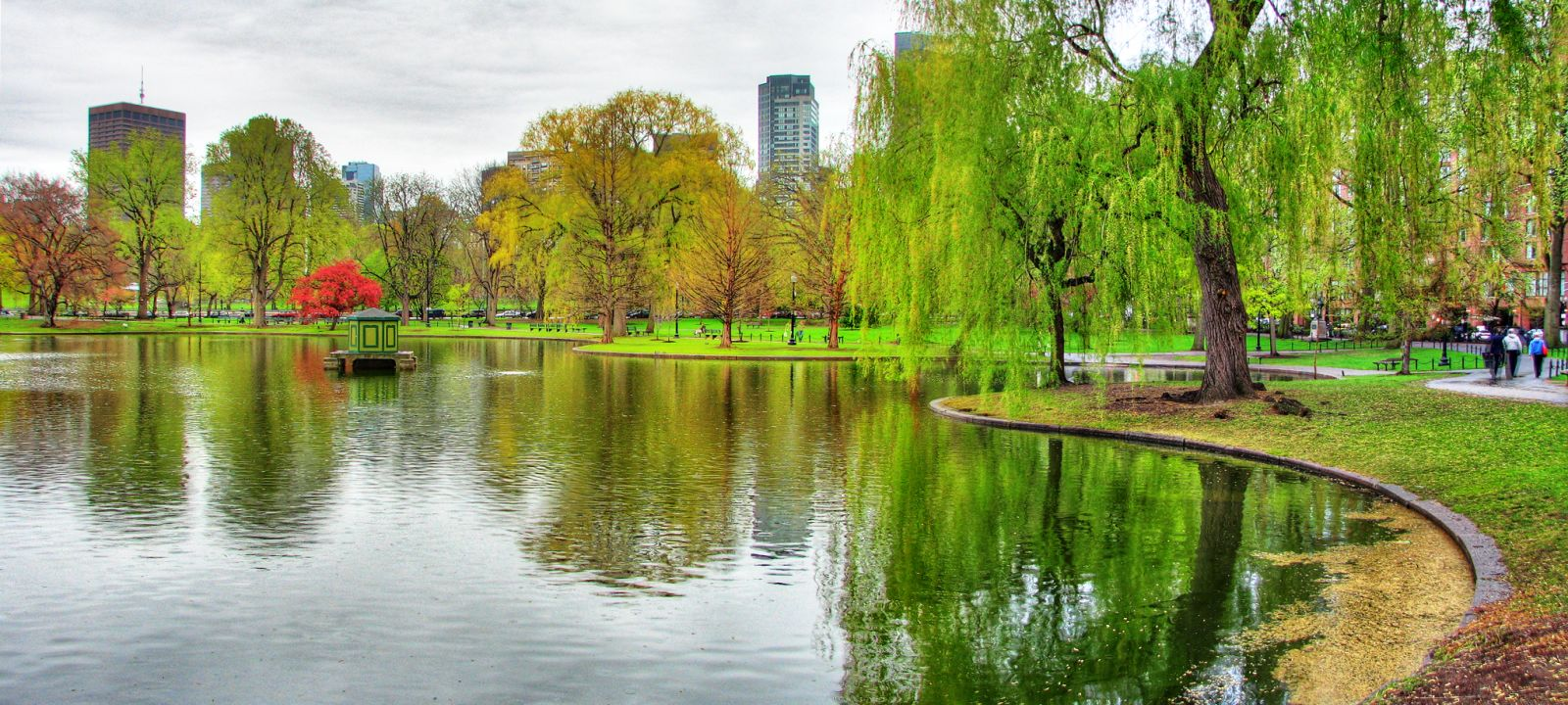 Boston Commons - A great place to hang out or relax, the Boston Commons is a popular spot for locals and tourists.