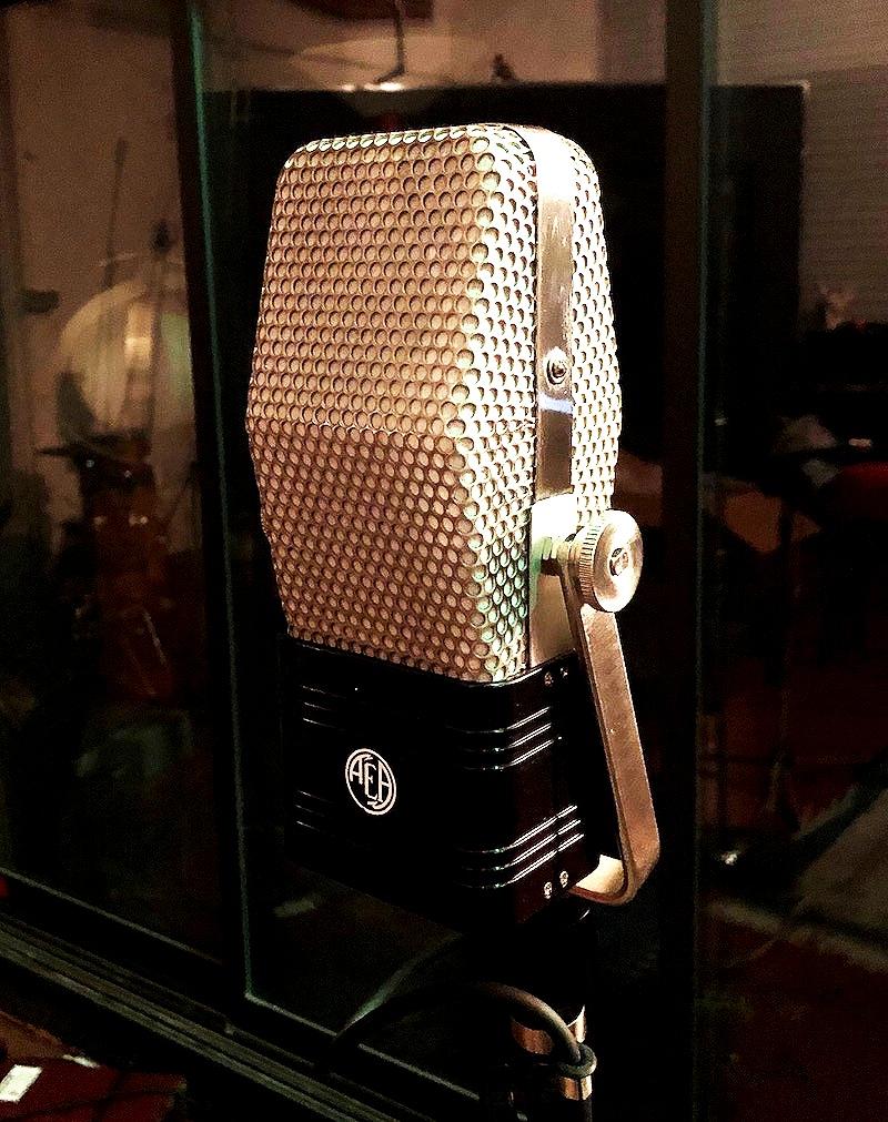 Trakworx Mastering & Recording Studio AEA R44CE Ribbon Microphone