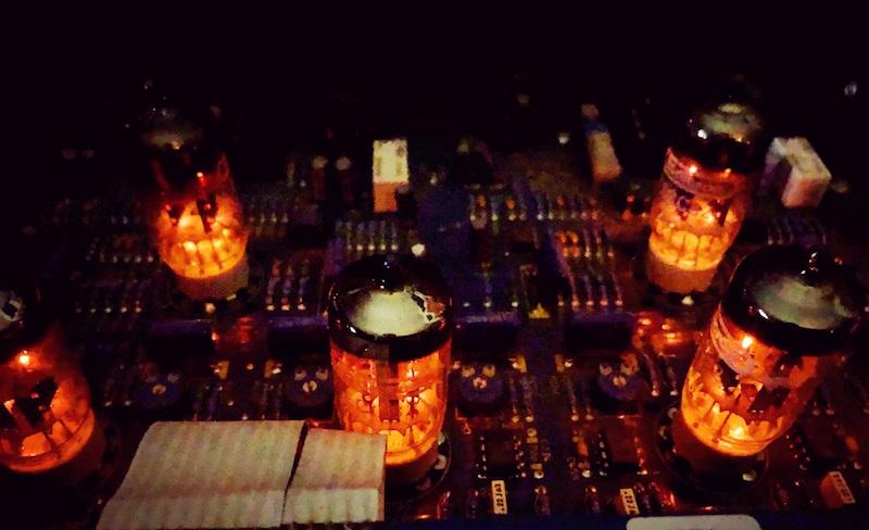 Trakworx Online Mastering Studio Tubes Glowing
