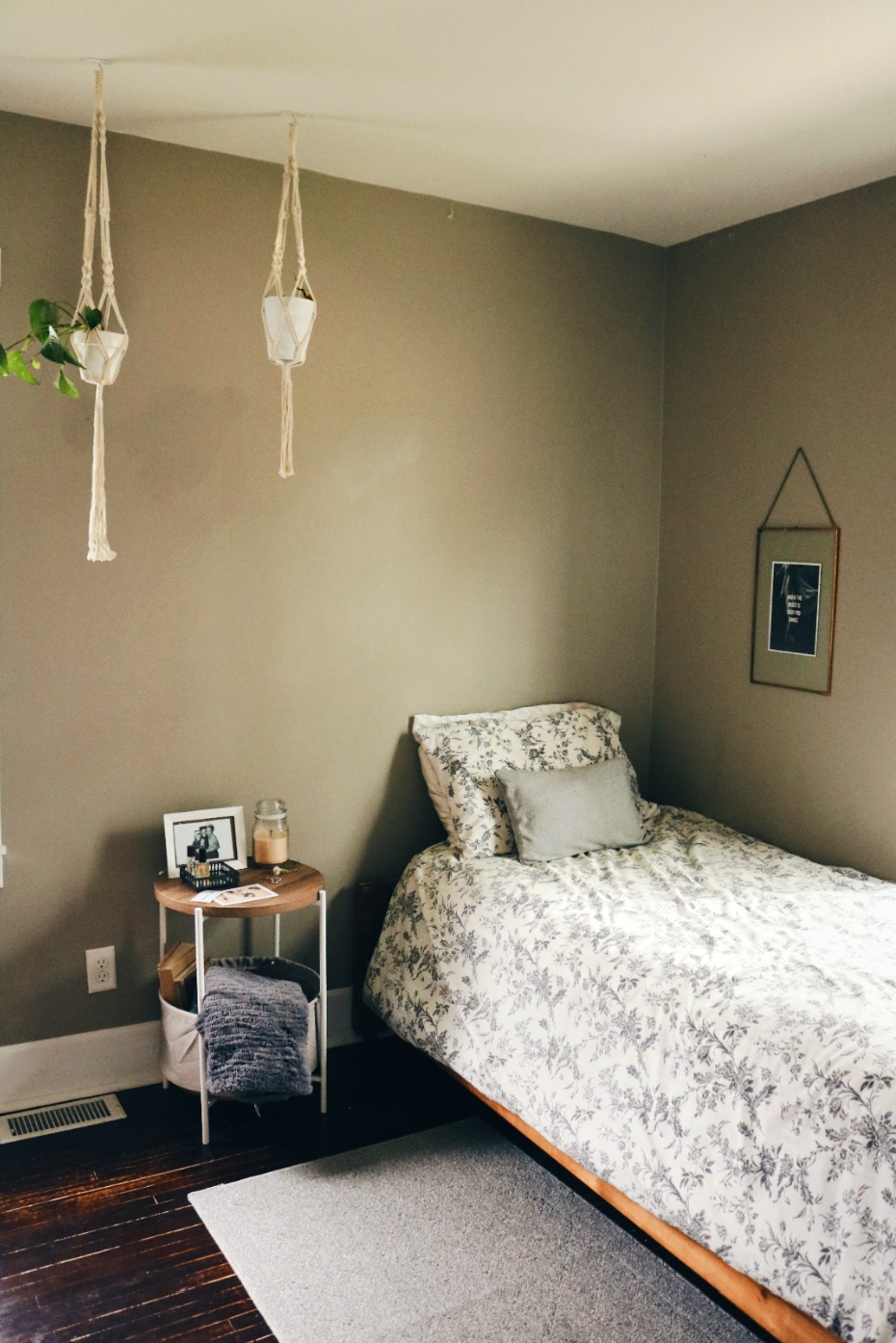 bedroom_and_nightstand.jpg
