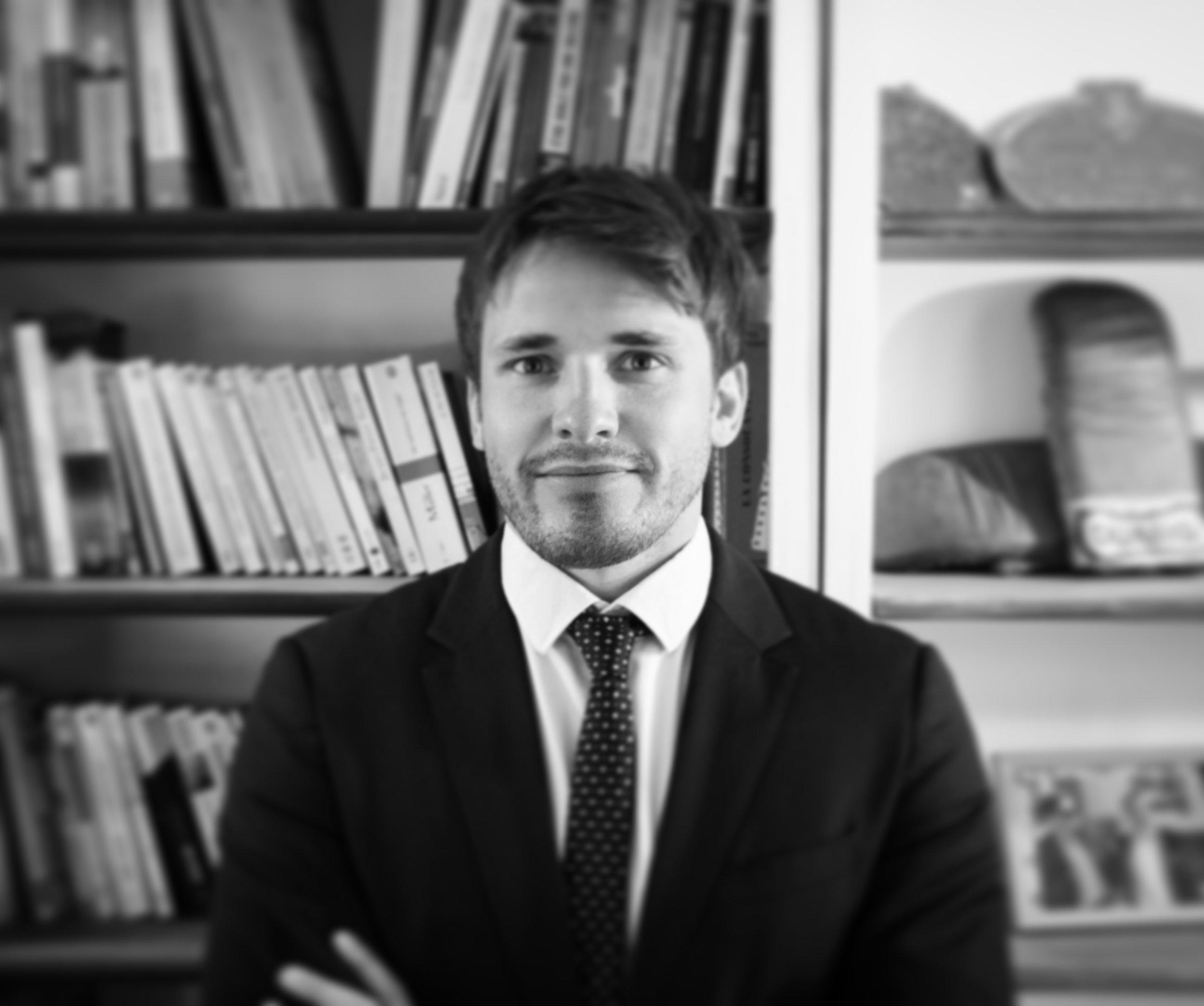 """Paul PETITFOUR - Avocat au Barreau de StrasbourgMaster 2 ContentieuxMaster Droit de l'entrepriseMaster Droit privé et sciences criminelles"""" Je jure, comme avocat, d'exercer mes fonctions avec dignité, conscience, indépendance, probité et humanité """" (serment des avocats)"""