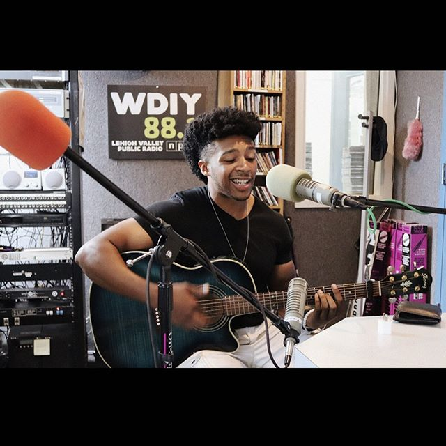 I KNOWWW I'm basically a week late with this, but I gotta keep you guys updated on my life!!!😂 Last Thursday, the NPR radio station @wdiyfm asked me if I wanted to do an interview with them about my new release, and my upcoming performances @musikfest this year!!! I've posted part of the interview here, so give it a listen, and lmk what you think!!! #radiowaves #fmradio #wdiy #nprradio