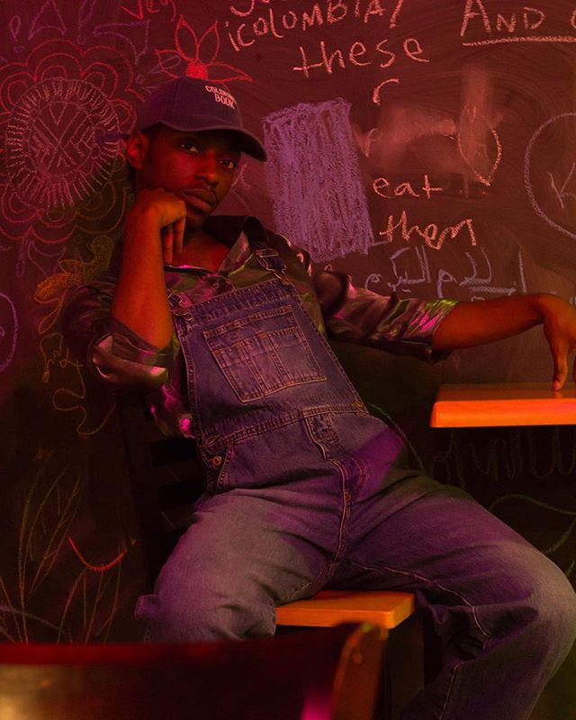 Another shoot with the wonderful and talented @4fr0_disiac  Photographer: @csfulgham #lokalwilliamsburg #gelphotography #chalkboard #overalls #coloringbook #Photooftheday #blackjoy #celebrationoflife #arthoe #artheaux #blk #retroswilliamsburgn#selflove #csfulgham #darkskinman #tropicalflowers #blackboimagic #blackmen #blackphotographer #blackfemmemagic