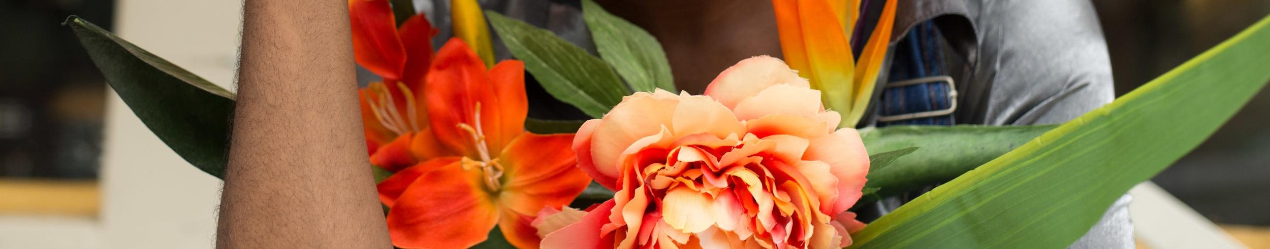 180603-Wagnus+with+Flowers-9.jpg