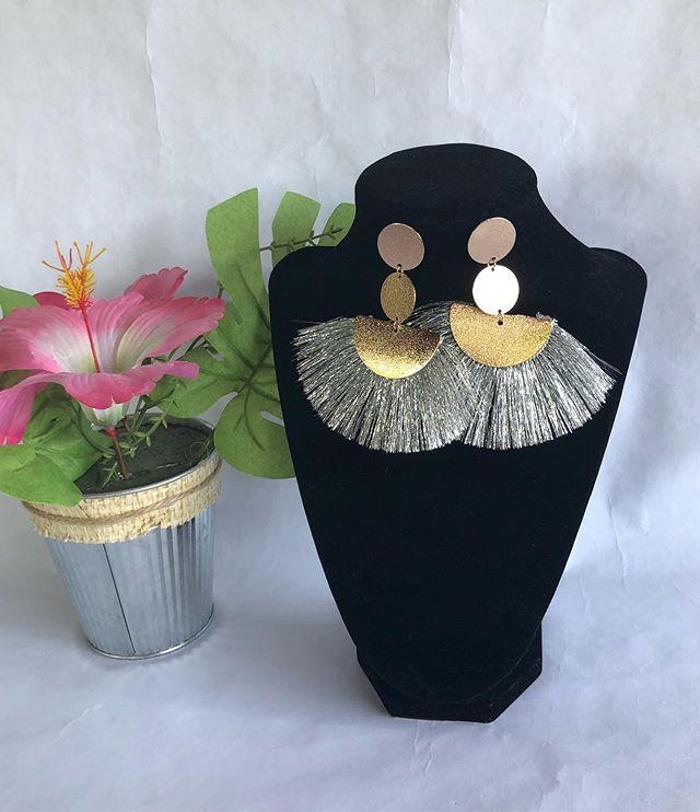 Strong Statement Tassel earring! #latinachicboutiquereidsvillenc #onlineshopping #modalatina #boutique #mujermoderna #latinabloggers #fashionista #moderno #modern #newarrivals
