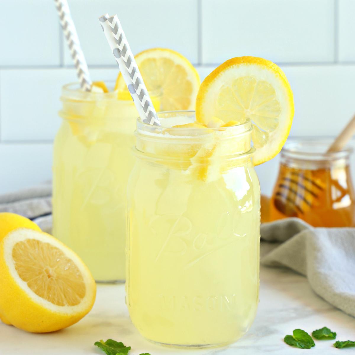 healthy-3-ingredient-lemonade-fbig1.jpg