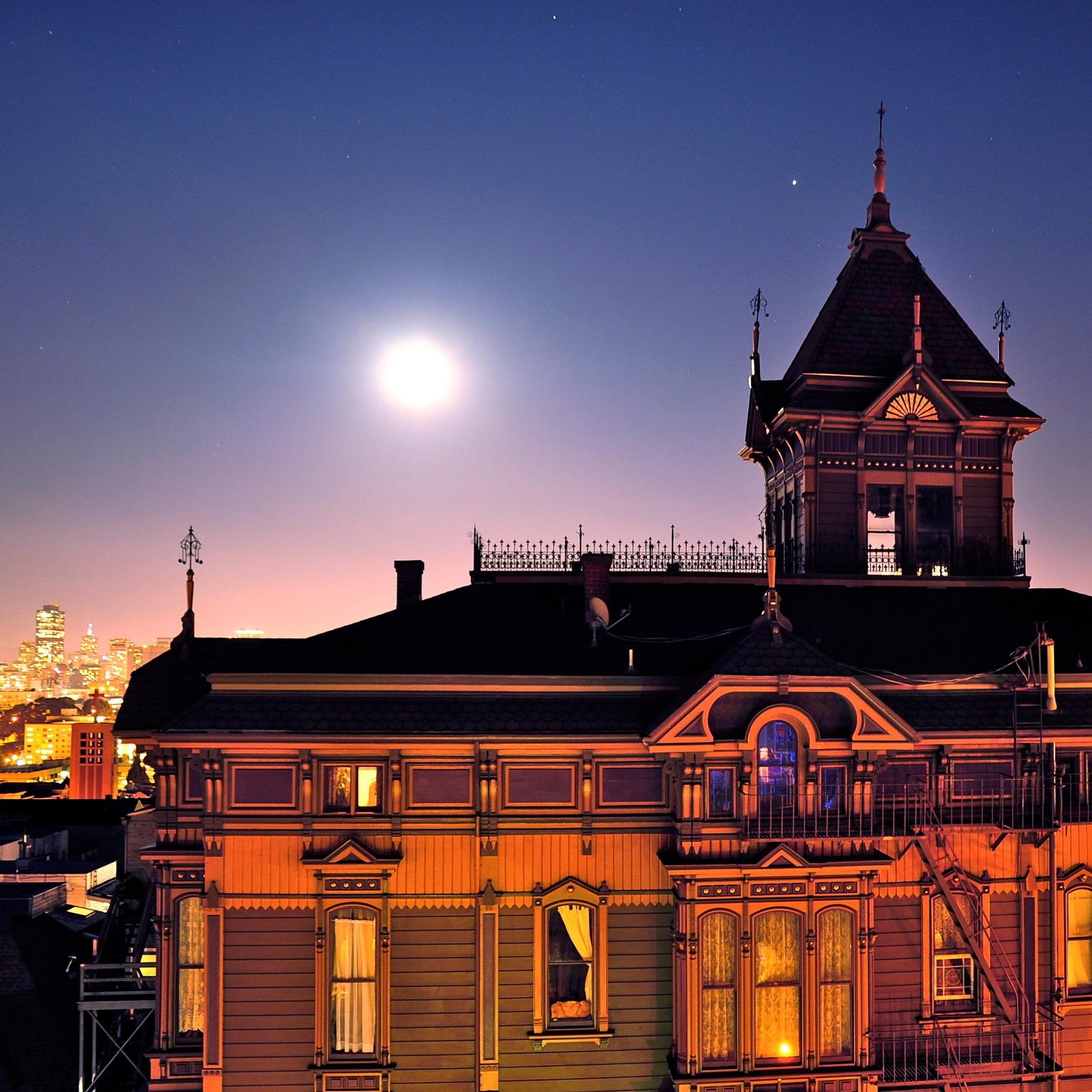Moonlit_Westerfeld_House.JPG