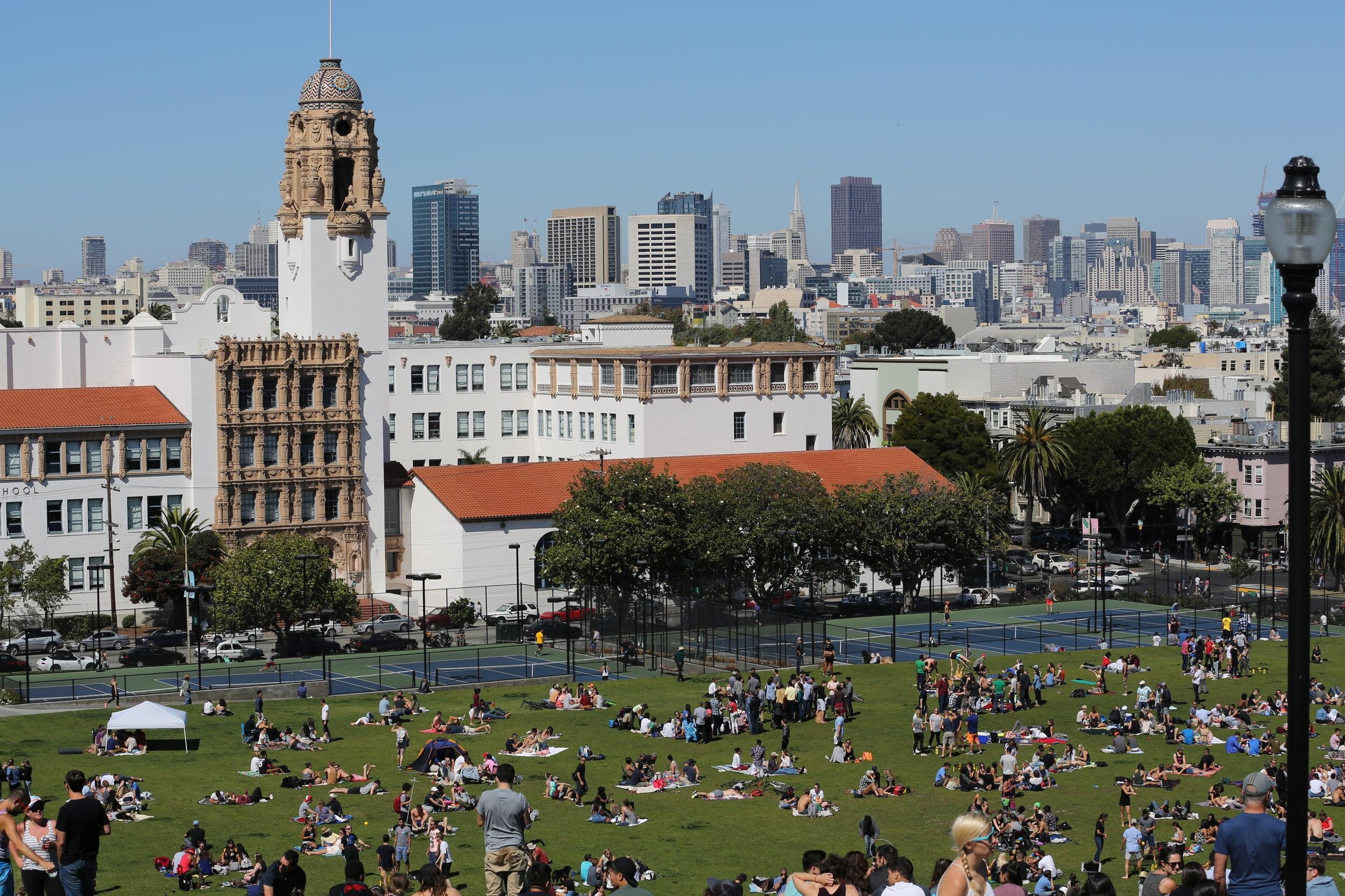 Dolores_Park_in_San_Francisco_%28TK2%29.jpg