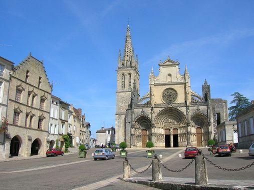 1200px-Place_de_la_cathédrale.jpeg