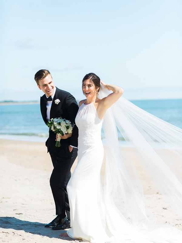 RR_600x800_couple on beach, windblown veil.jpg