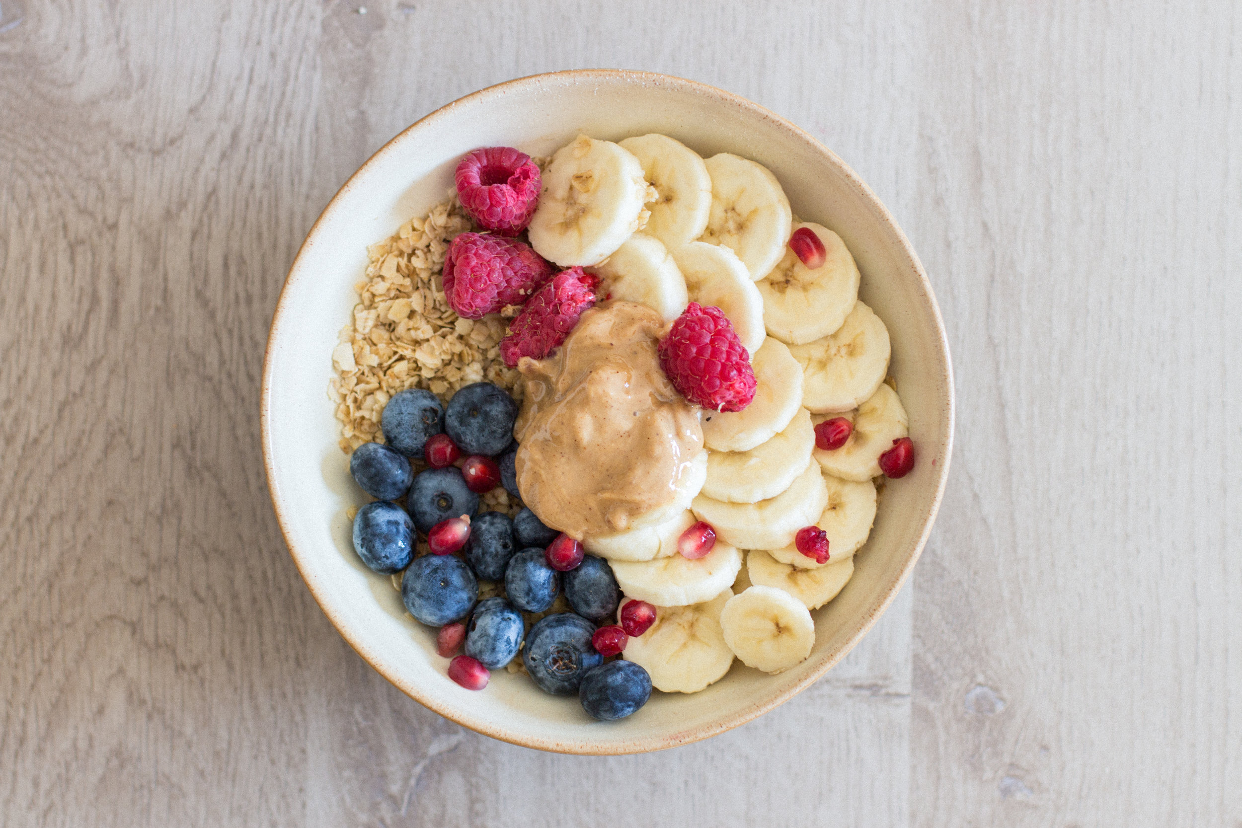 toasted oats - Fancy something different? Fry your oats in a little bit of coconut oil for a soft, warm breakfast. I enjoy mine with plenty of fruit and a dollop of 100% organic nut butter.Can also be enjoyed with soy yogurt!