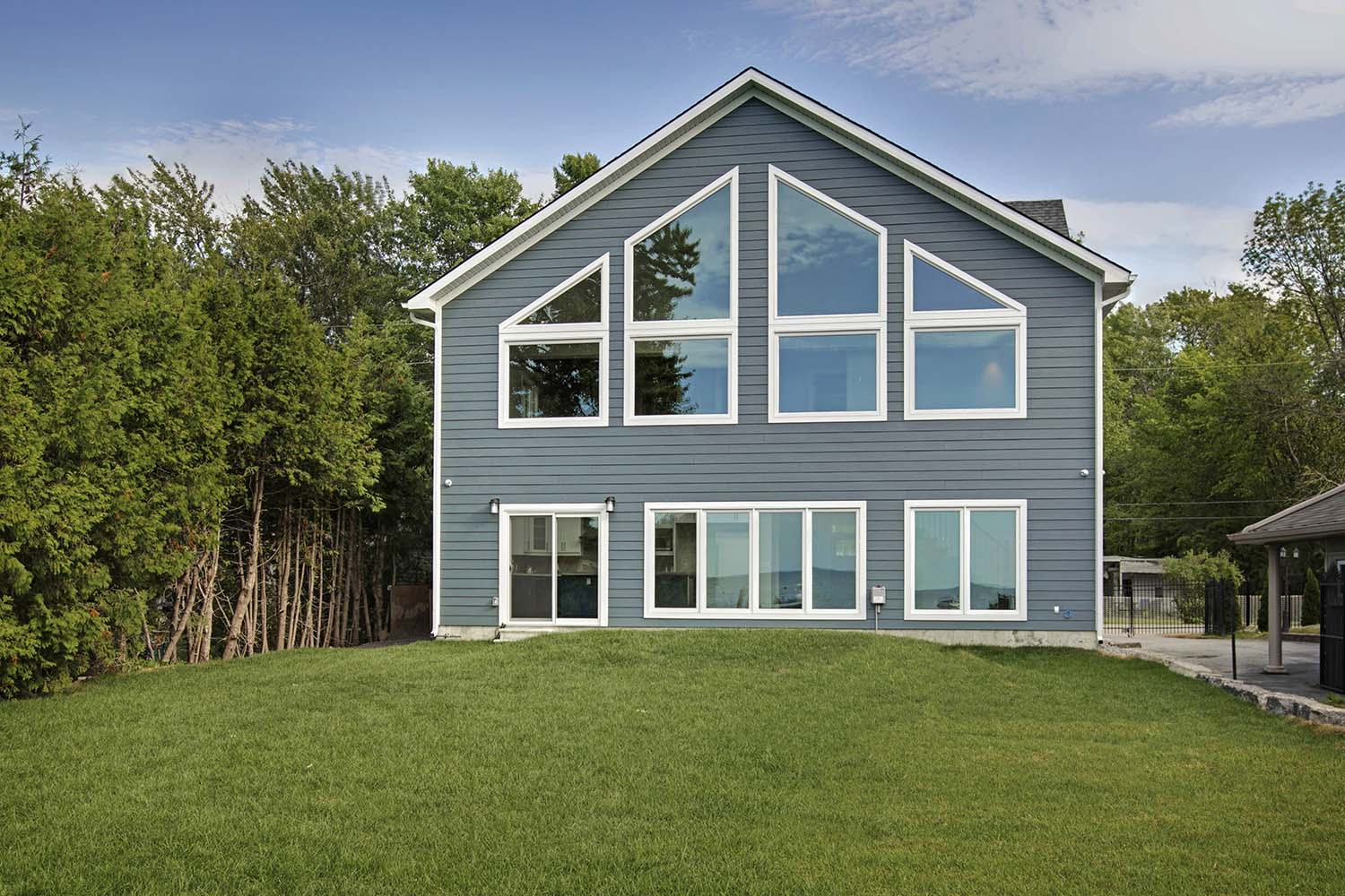 pefferlaw_lakefront_two_story_custom_home--construct_conserve_33.jpg