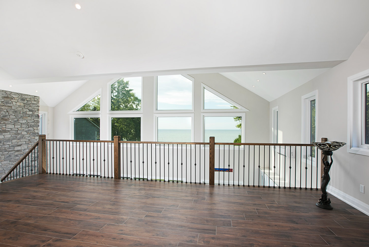 pefferlaw_lakefront_two_story_custom_home--construct_conserve_32.jpg