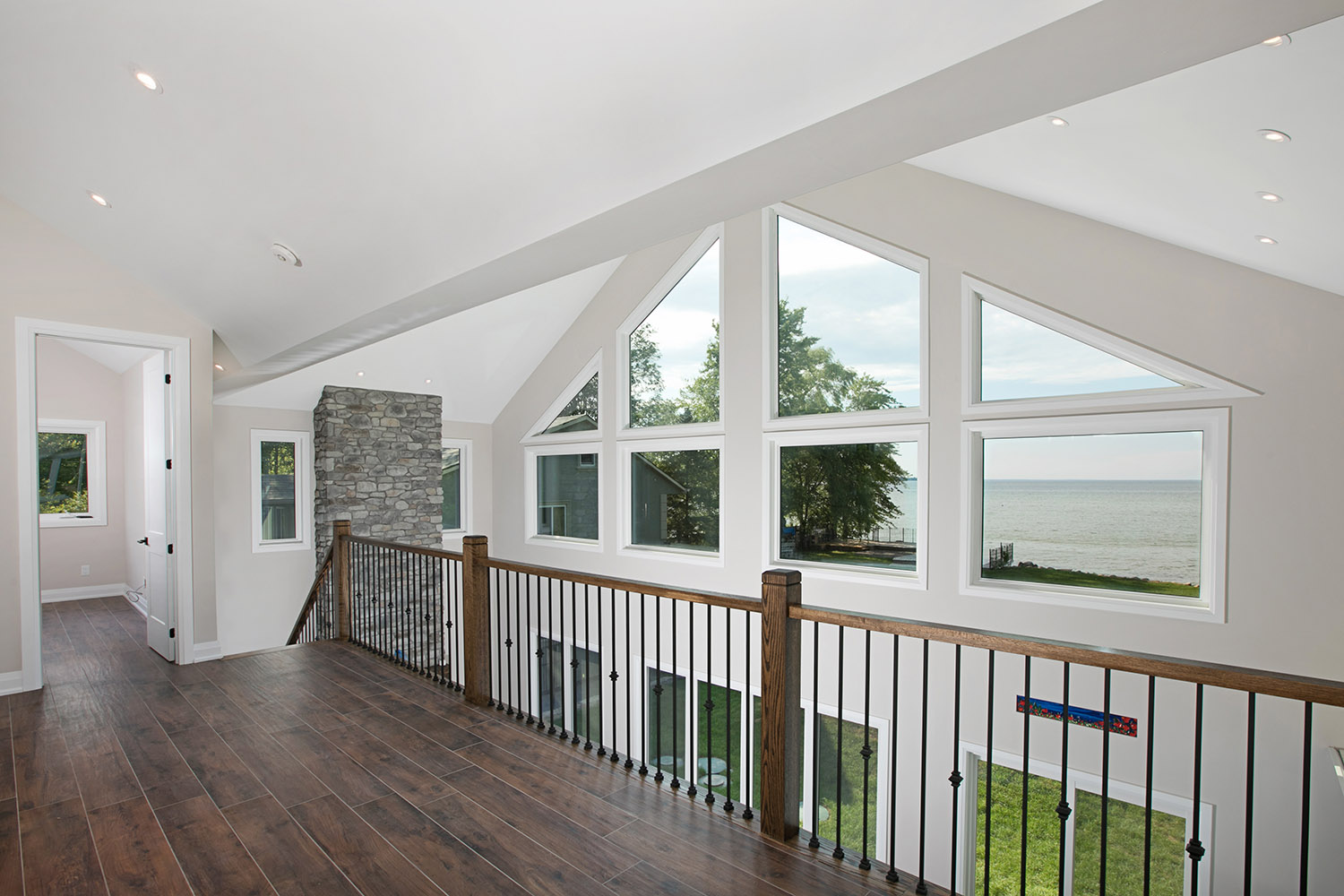 pefferlaw_lakefront_two_story_custom_home--construct_conserve_25.jpg