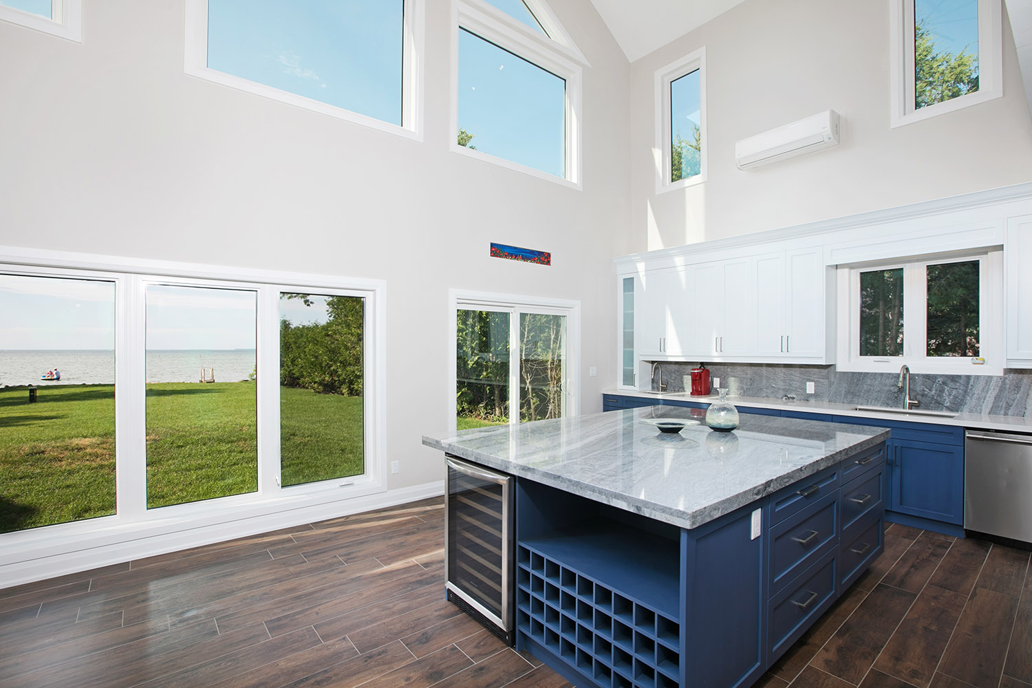 pefferlaw_lakefront_two_story_custom_home--construct_conserve_17.jpg