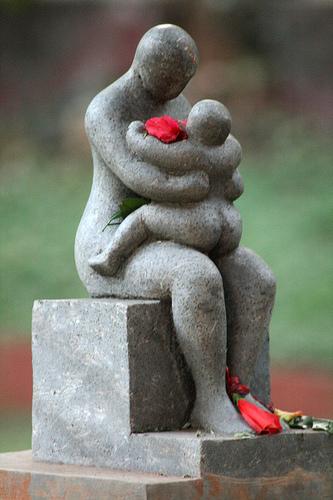 Mother child Sculpture.jpg