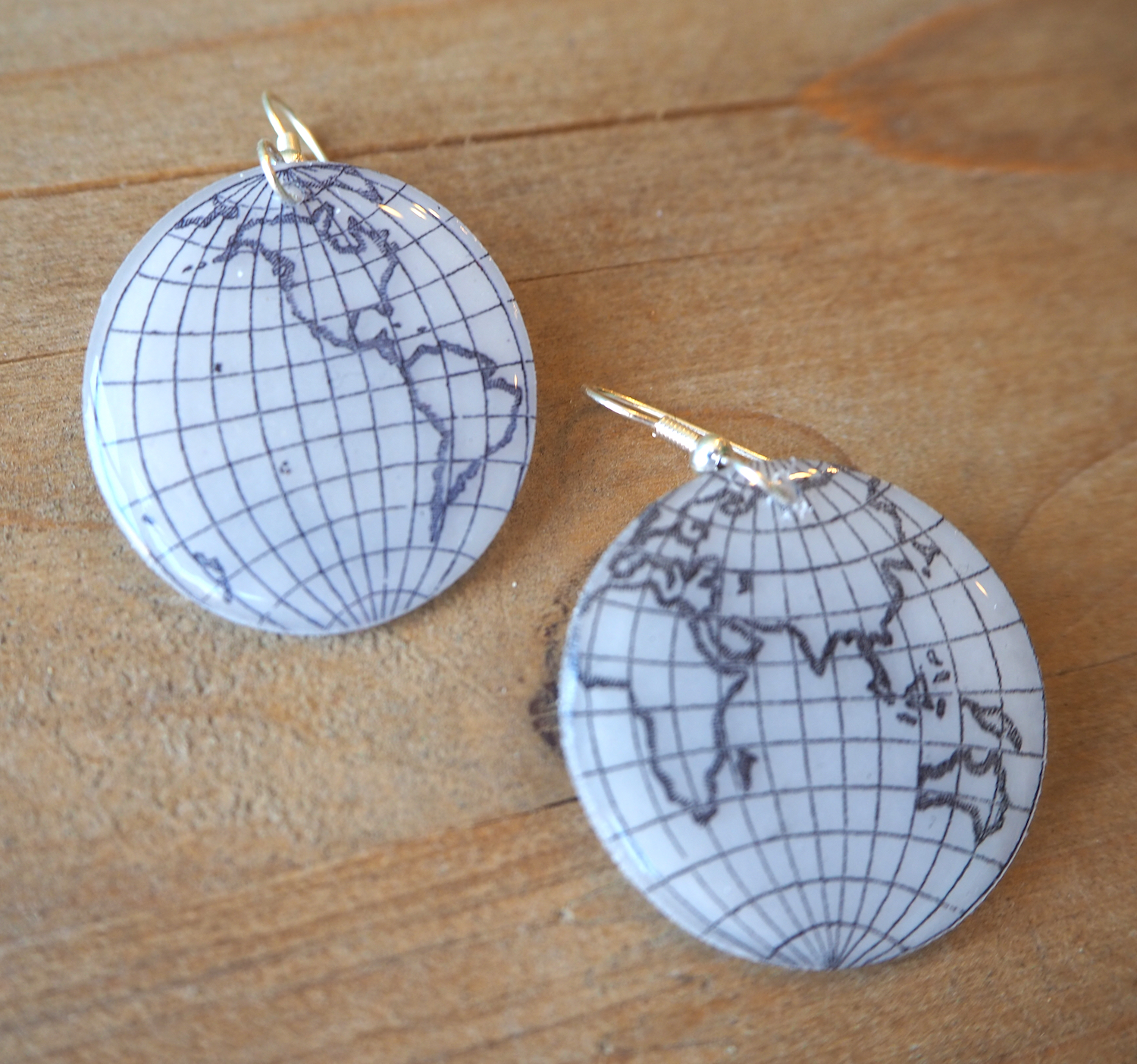 Beijo Brasil globe trotter earrings