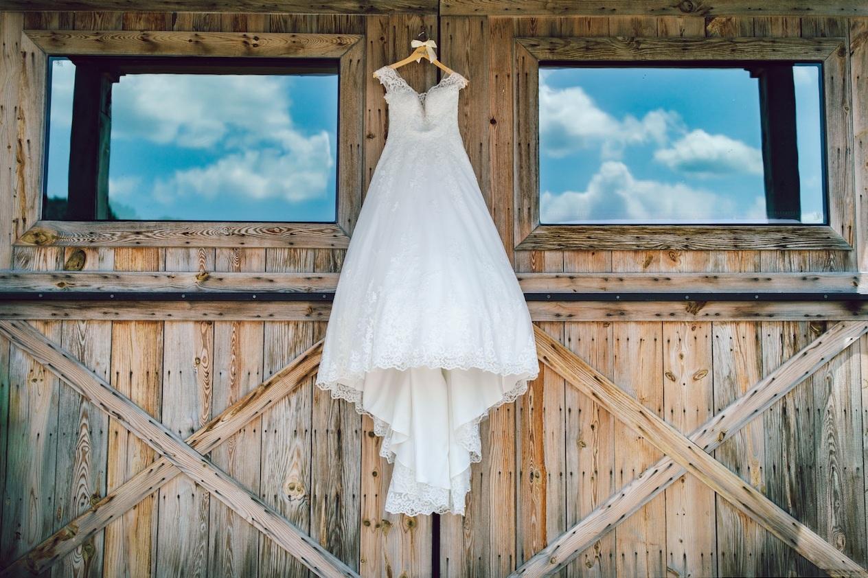 randi-schuette-photo-the-barn-at-heritage-farm-nc-wedding-edwards-details19.jpg
