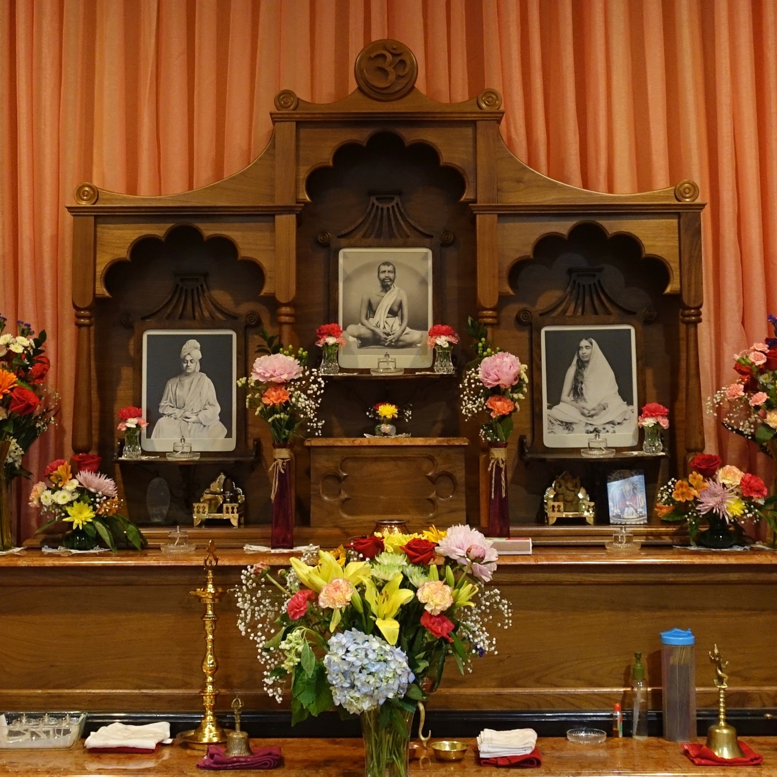 MEDITATION HOUR - Tue / Sat Evening 6:00 to 7:00Everyone is welcome to pray and meditate in the sacred quiet space of the meditation hall. To receive guidance in meditation, appointment must be made in advance with Swami Tyagananda.