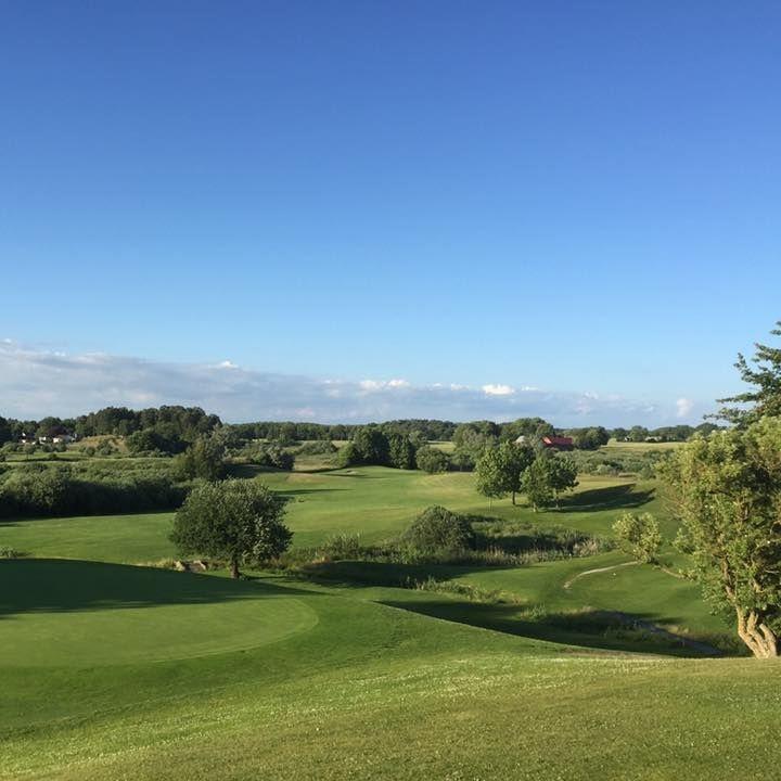 Golf - Samla gänget och spela golf i vacker miljö. Pay & play konceptet innebär att även golfare utan aktivt Golf ID kan spela på vår bana.