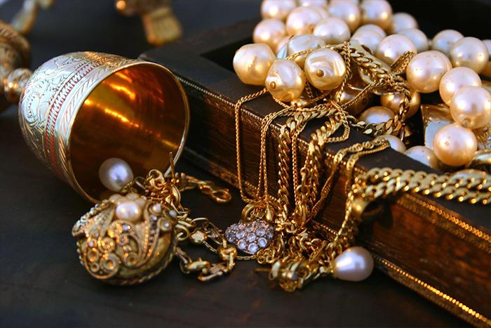 sell-vintage-jewelry.jpg