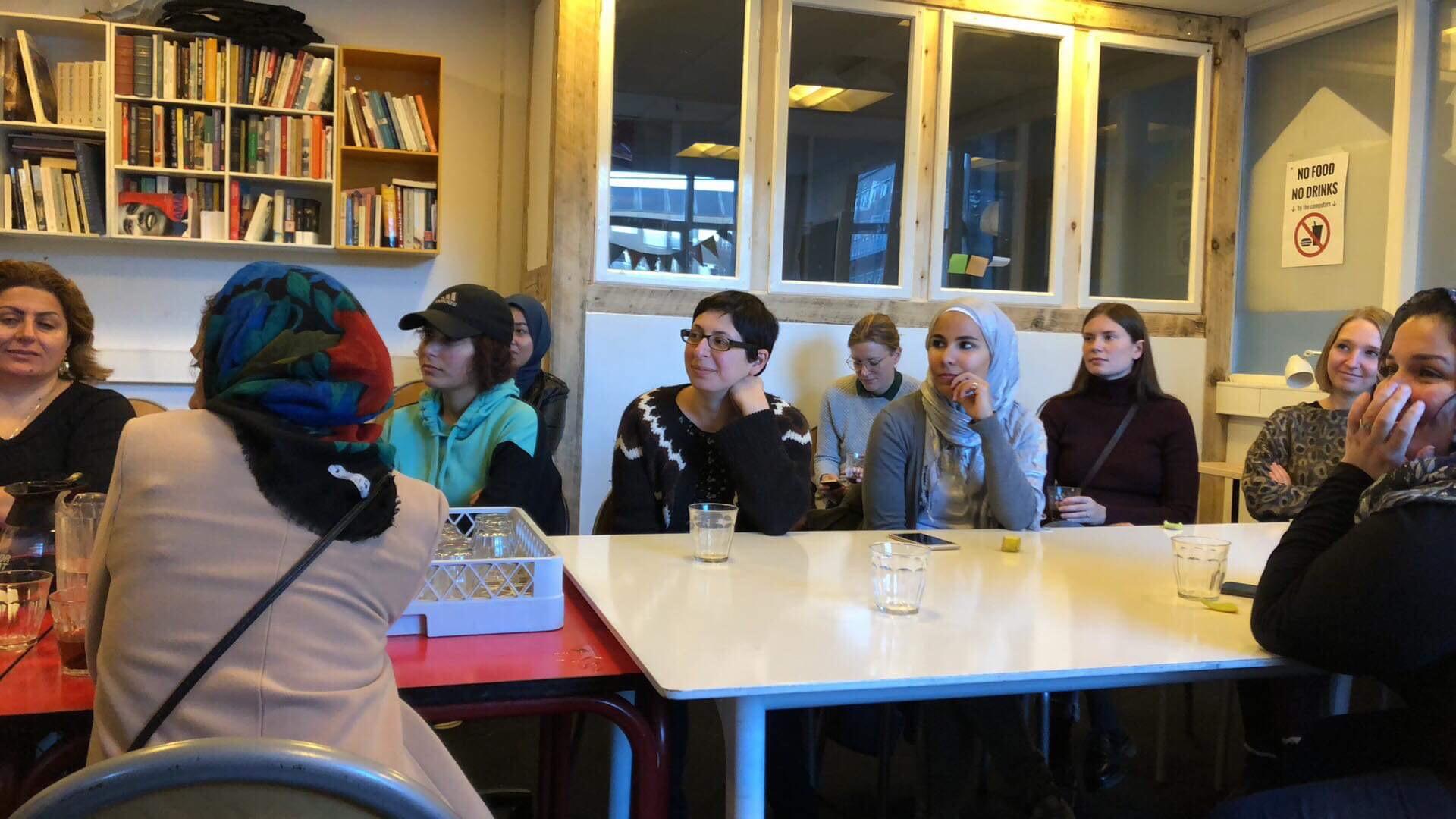 Kvindeklassen er en ny, læringsorierenteret aktivitet for kvinder i Trampolinhuset. Foto: Tone Olaf Nielsen.