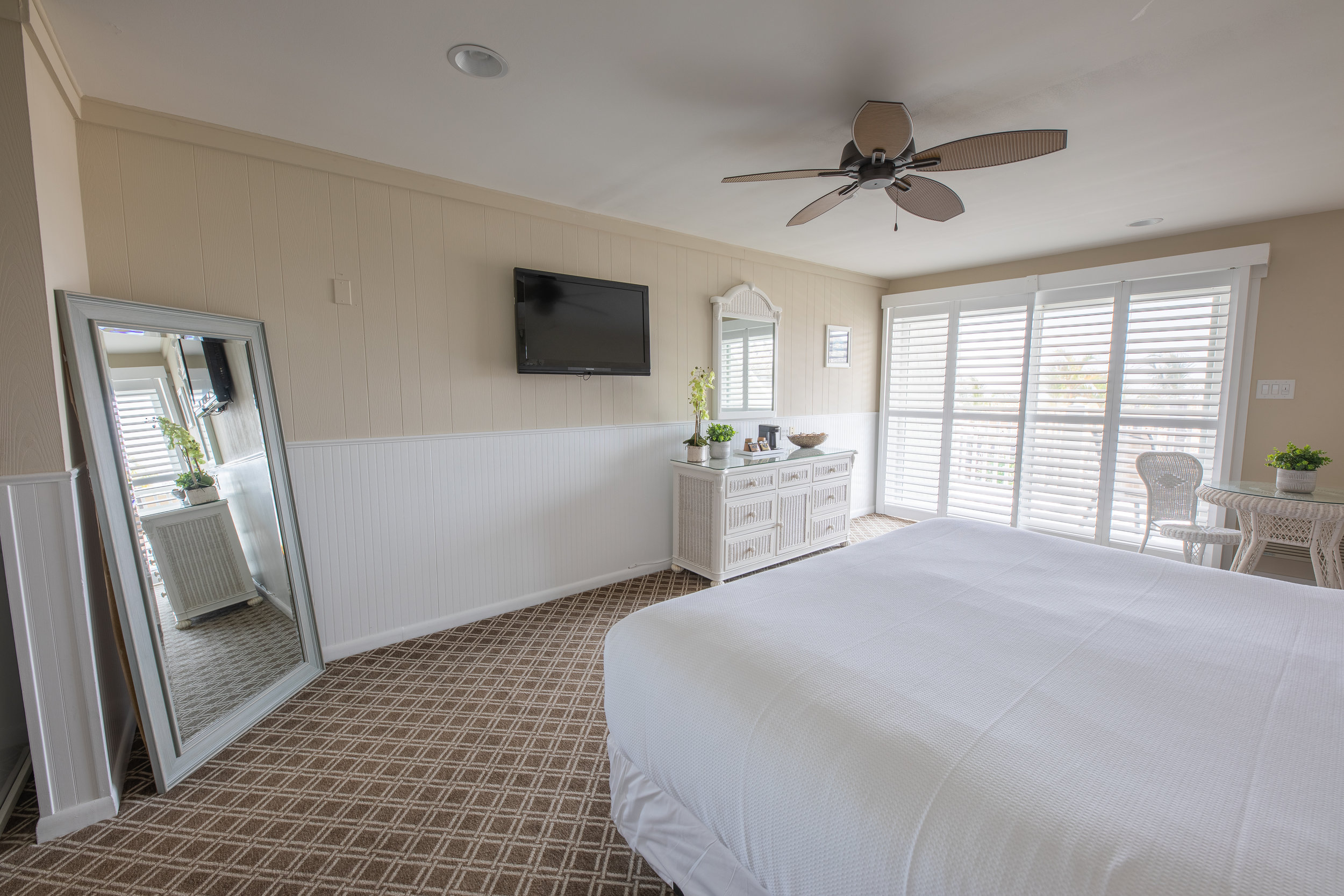 Oceanfront king bed room