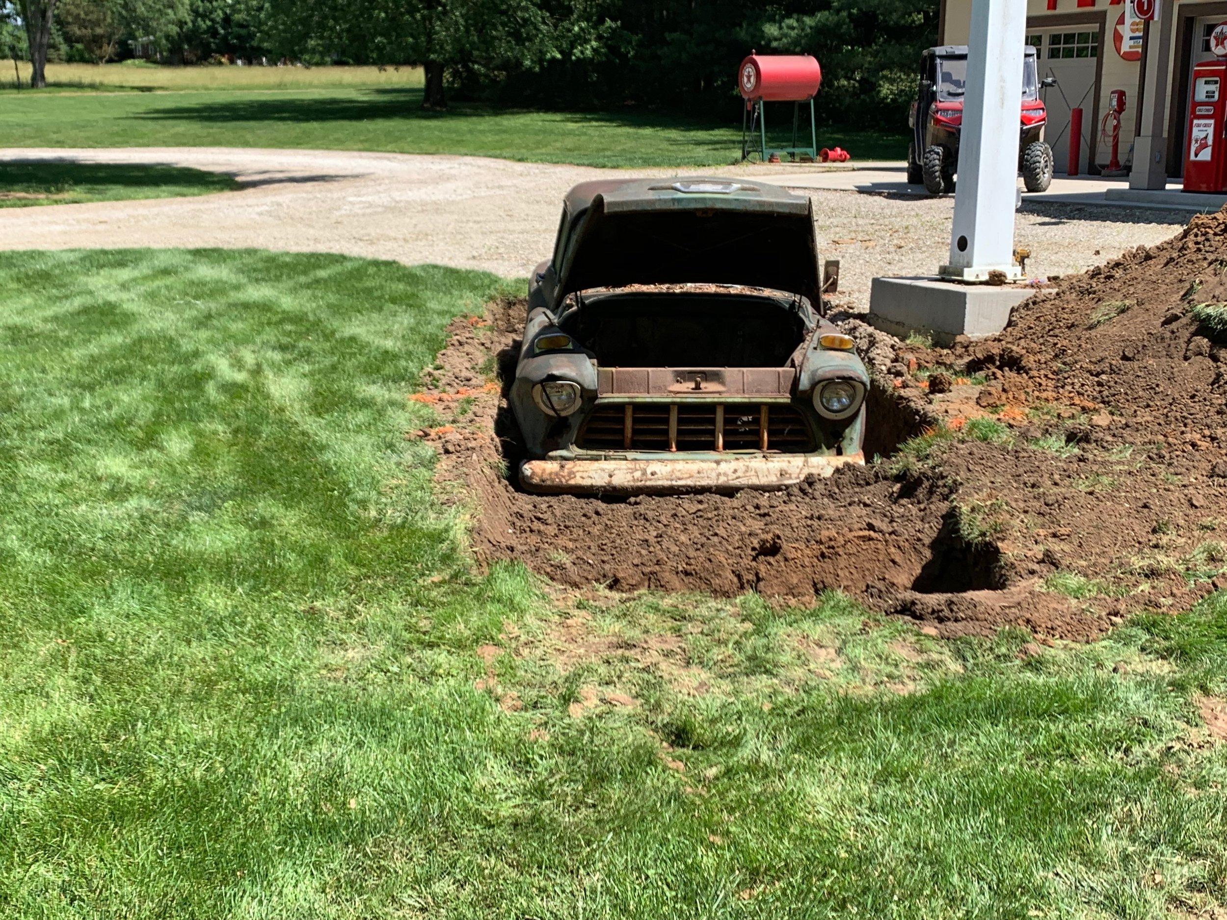 Vintage Truck Display Dig