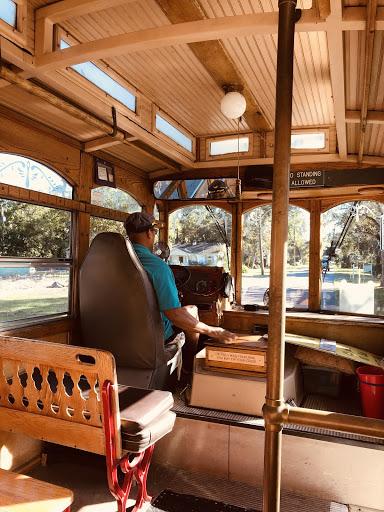 Fernandina Trolley.jpg