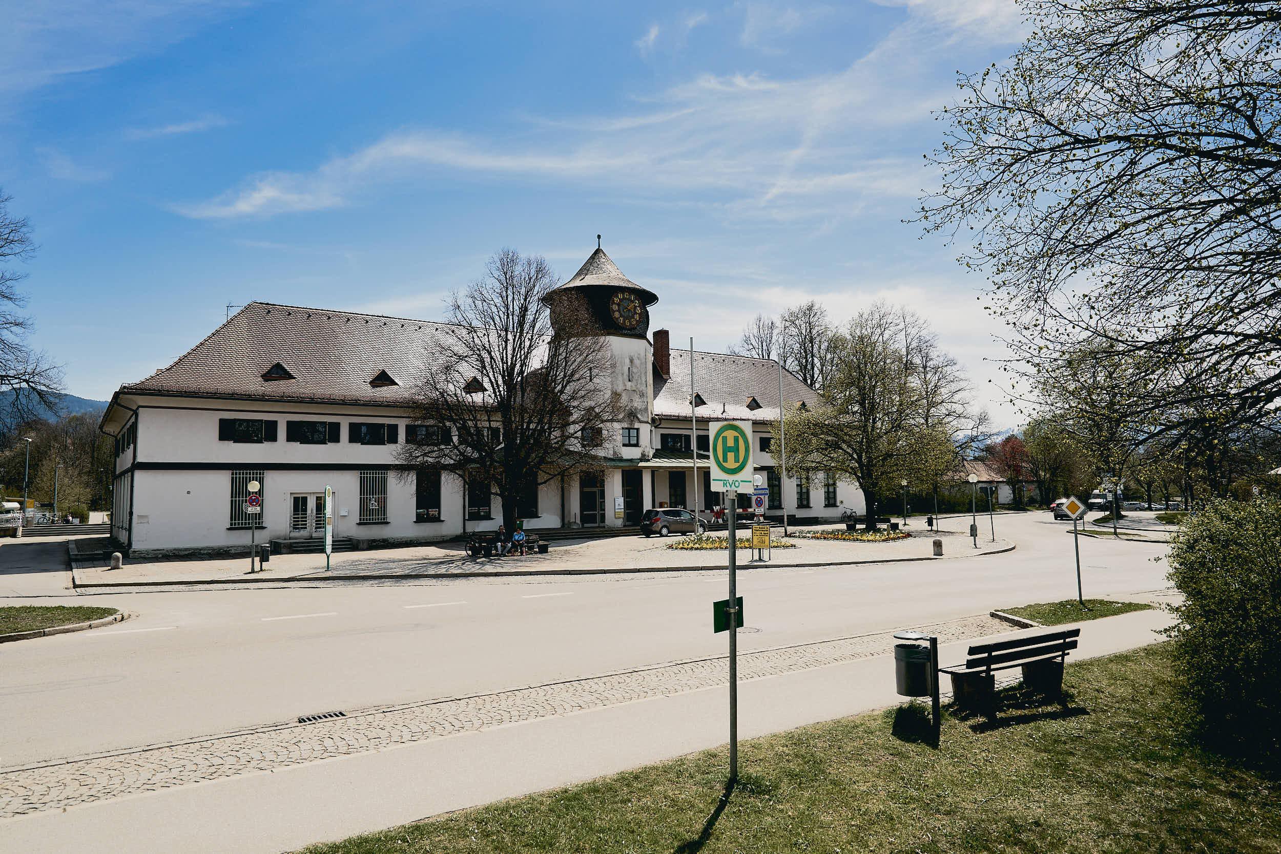 Der Tölzer Bahnhof hat schon bessere Zeiten gesehen.