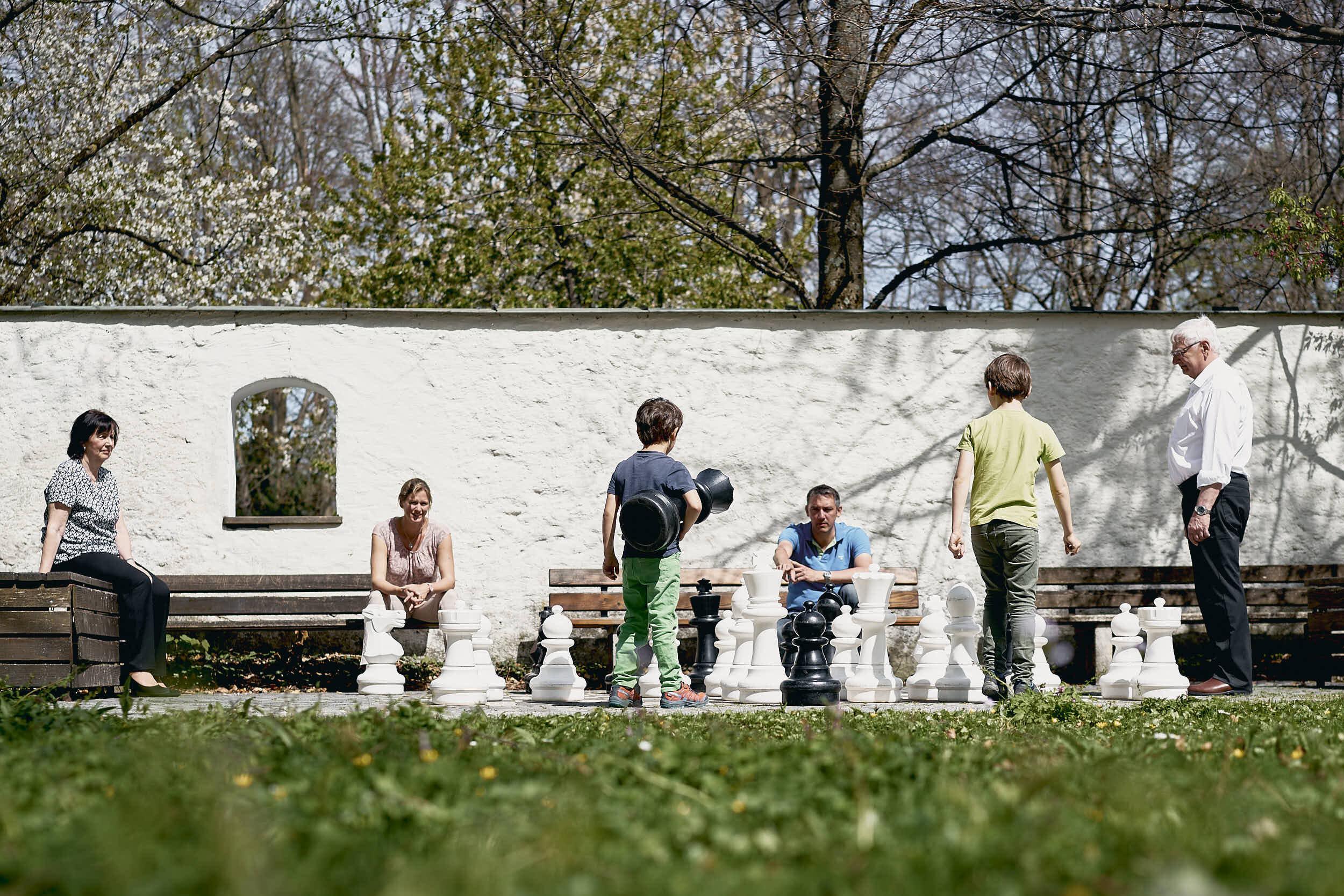 Ingo und Stephanie Mehner mit ihren beiden Kindern, sowie den Eltern von Ingo Mehner.