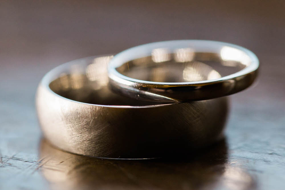 Close-up-images-of-wedding-rings-in-Chetlenham.jpg