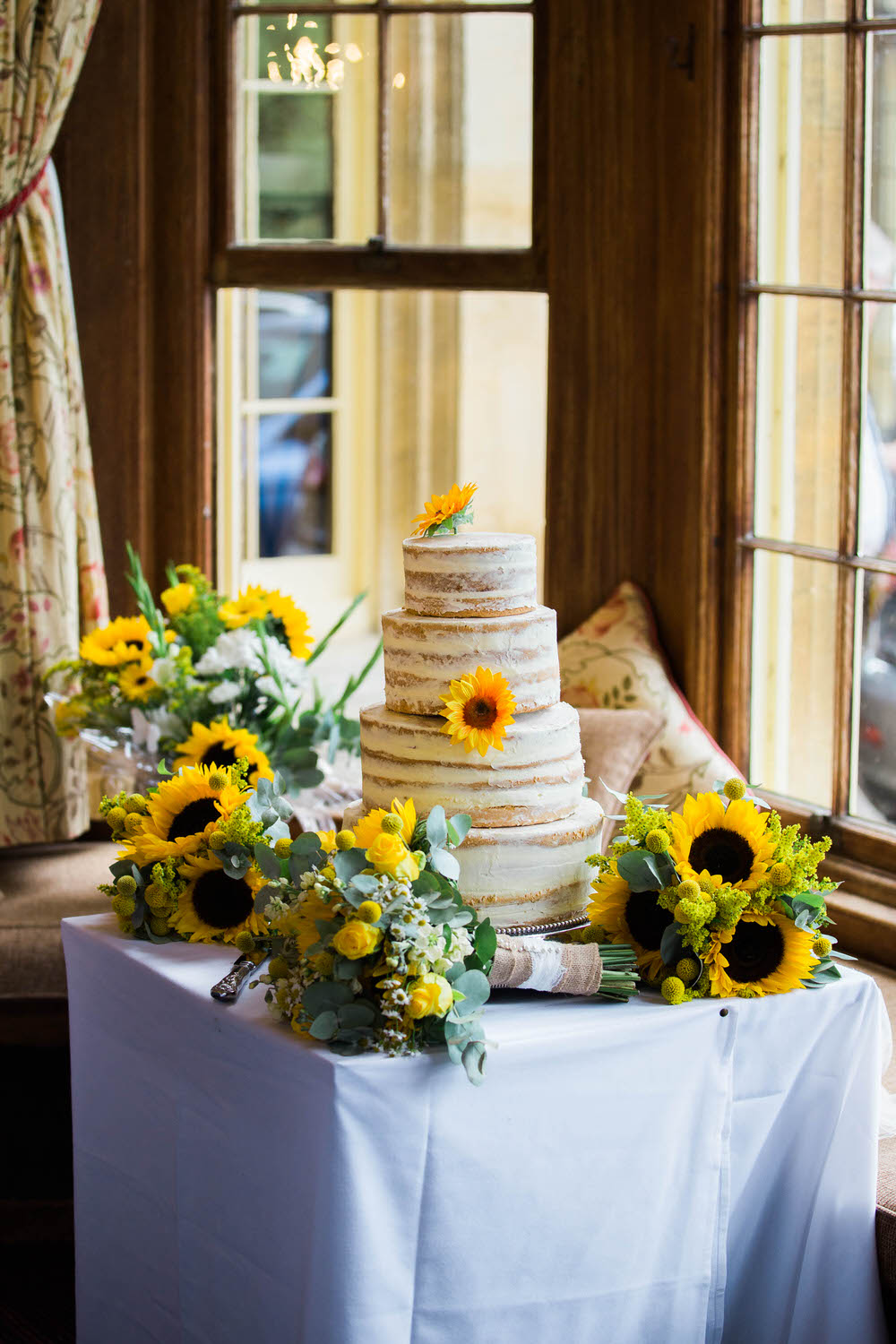 The-wedding-cake-in-Dumbleton-Hall-Hotel.jpg