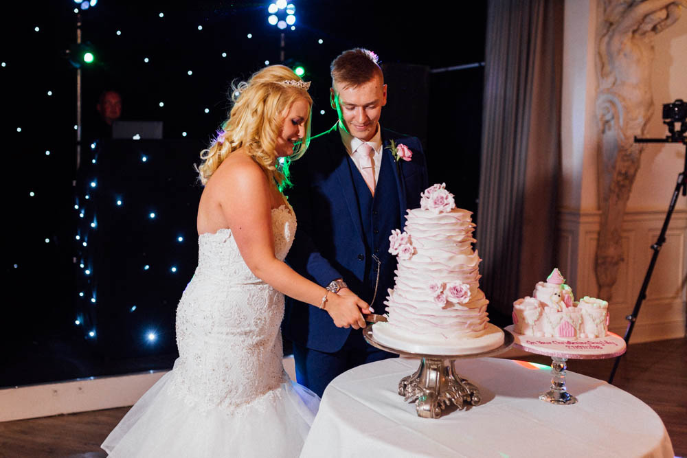 Special-Day-Photography-Manor-By-The-Lake-Cheltenham-Cheltenham-Manor-Wedding-cutting-of-the-cake.jpg