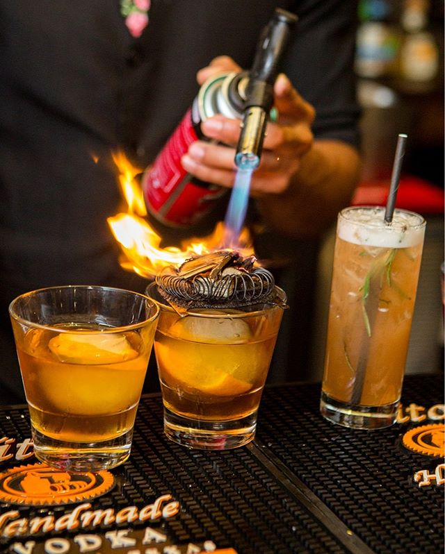 What's your favorite cocktail when you go out? We love a nice balance but this smoked old fashioned is speaking to us right now 🥃⚡️