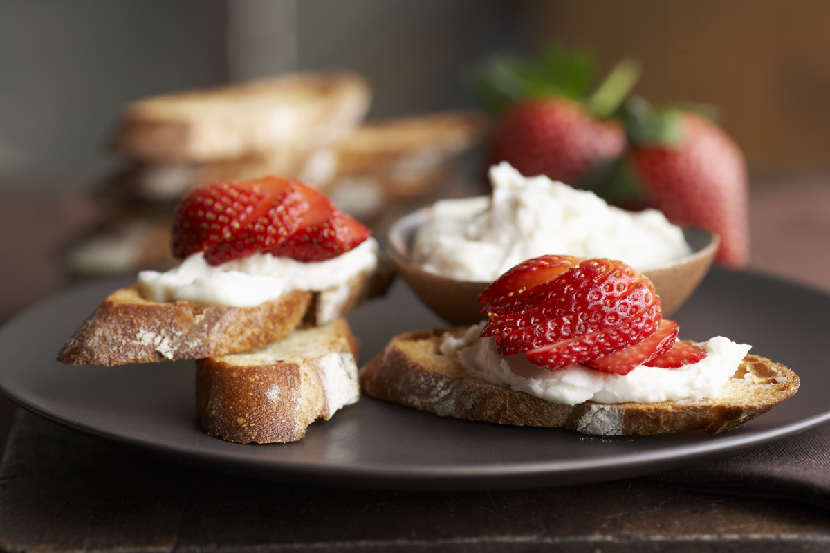 64_DB_strawberry bruschetta_072509.jpg