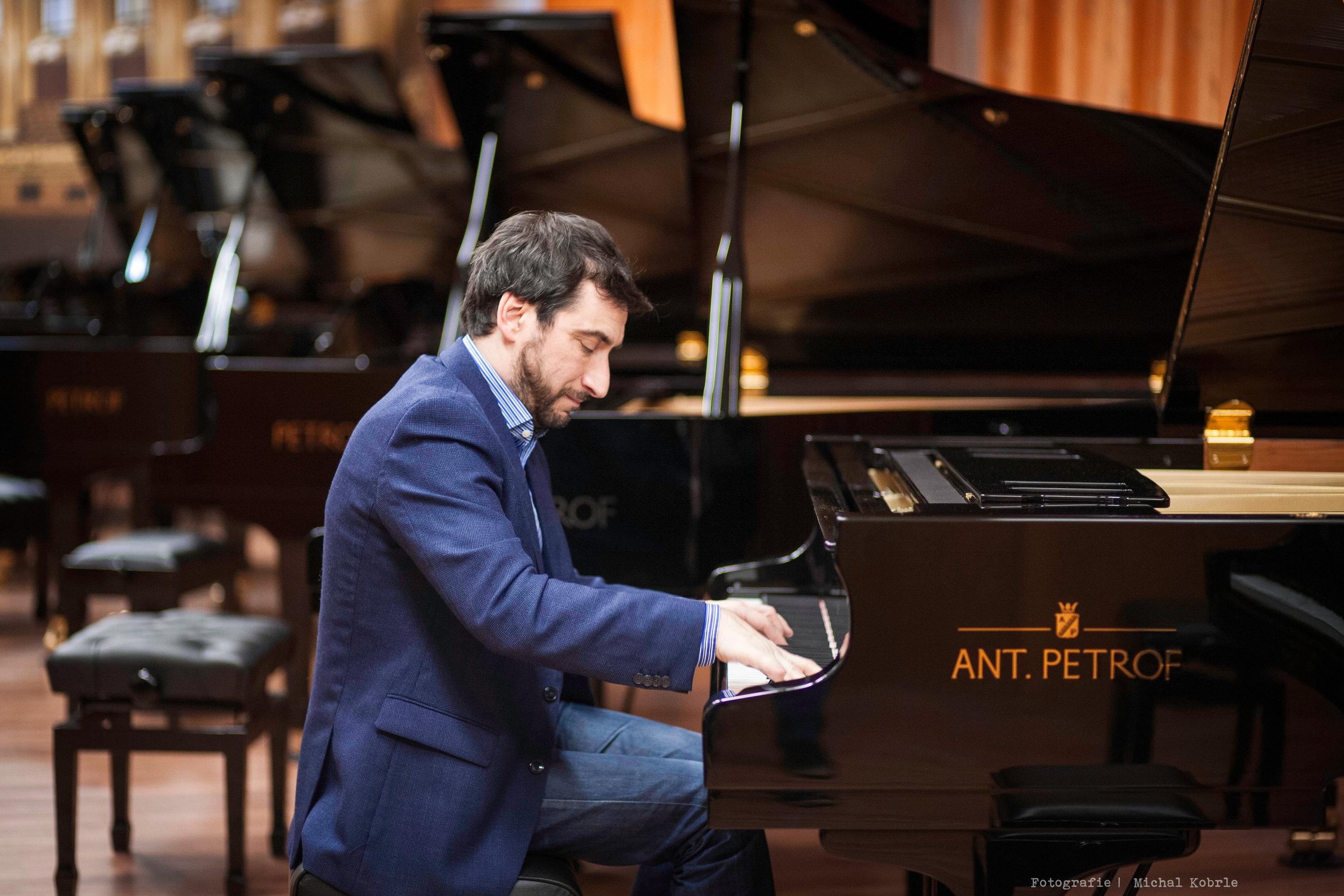 Argentinian pianist Antonio Formaro, world-leading specialist in works of Felix Mendelssohn-Bartholdy