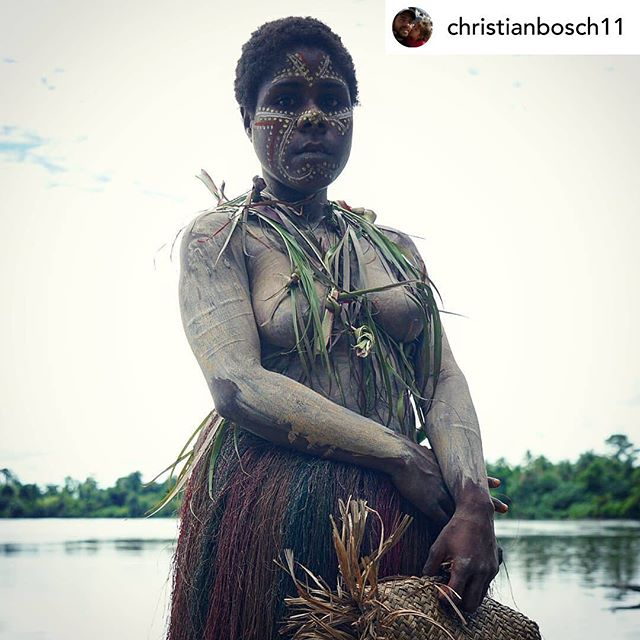 📷: Posted @withrepost • @christianbosch11 KUNDIMAN VILLAGE (EAST SEPIK, PAPUA NEW GUINEA). #xfviajes @xfviajes #streetshot #travelphotography #portraitshoot #papua #people #karawari #sepik #streetview #travelphotographer #portraitphotography #papuanewguinea #karawaririver #tribe #streetphotographer #travelpics #portraitphoto #peopleofpapua #kundiman #villagepeople #streetphotography #papuatribe
