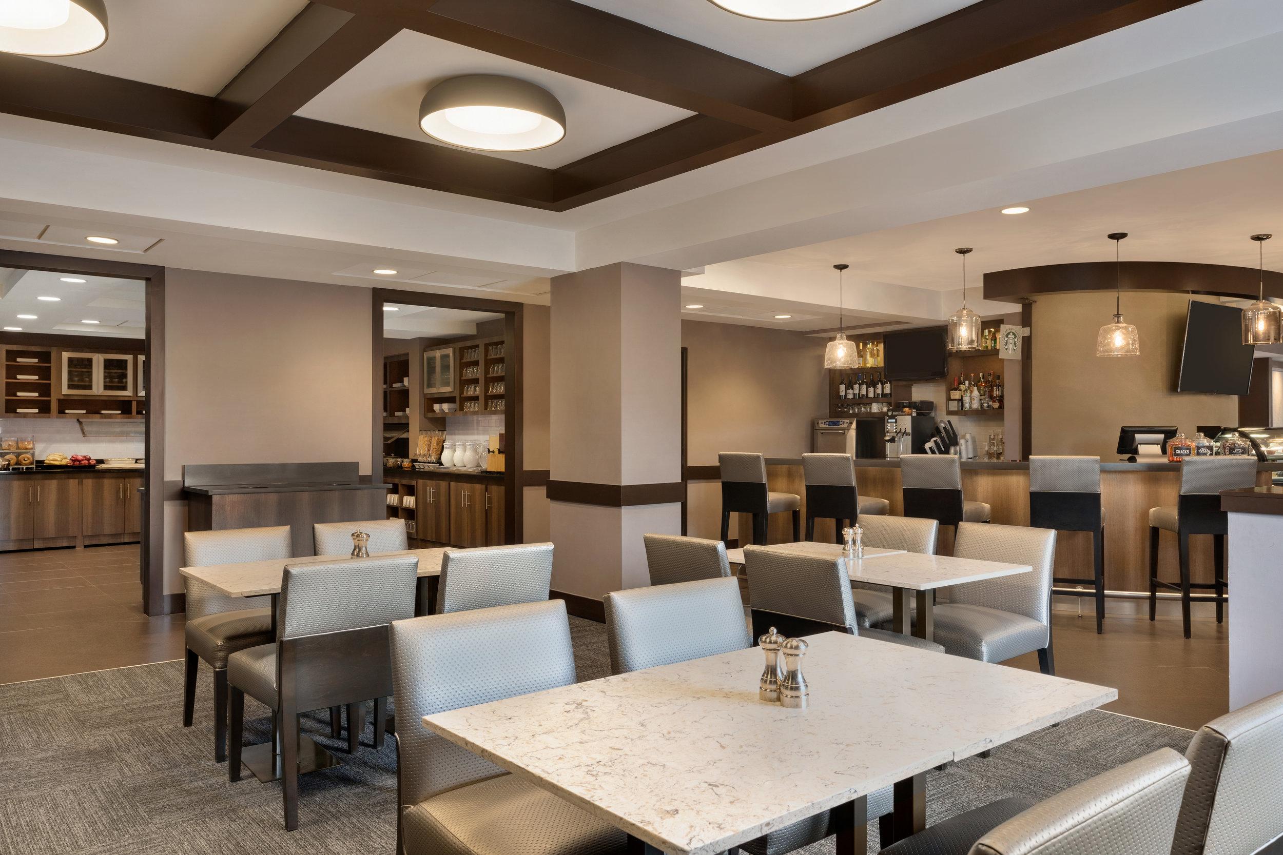 Hyatt-Place-Philadelphia-King-of-Prussia-Breakfast-Area-03.jpg