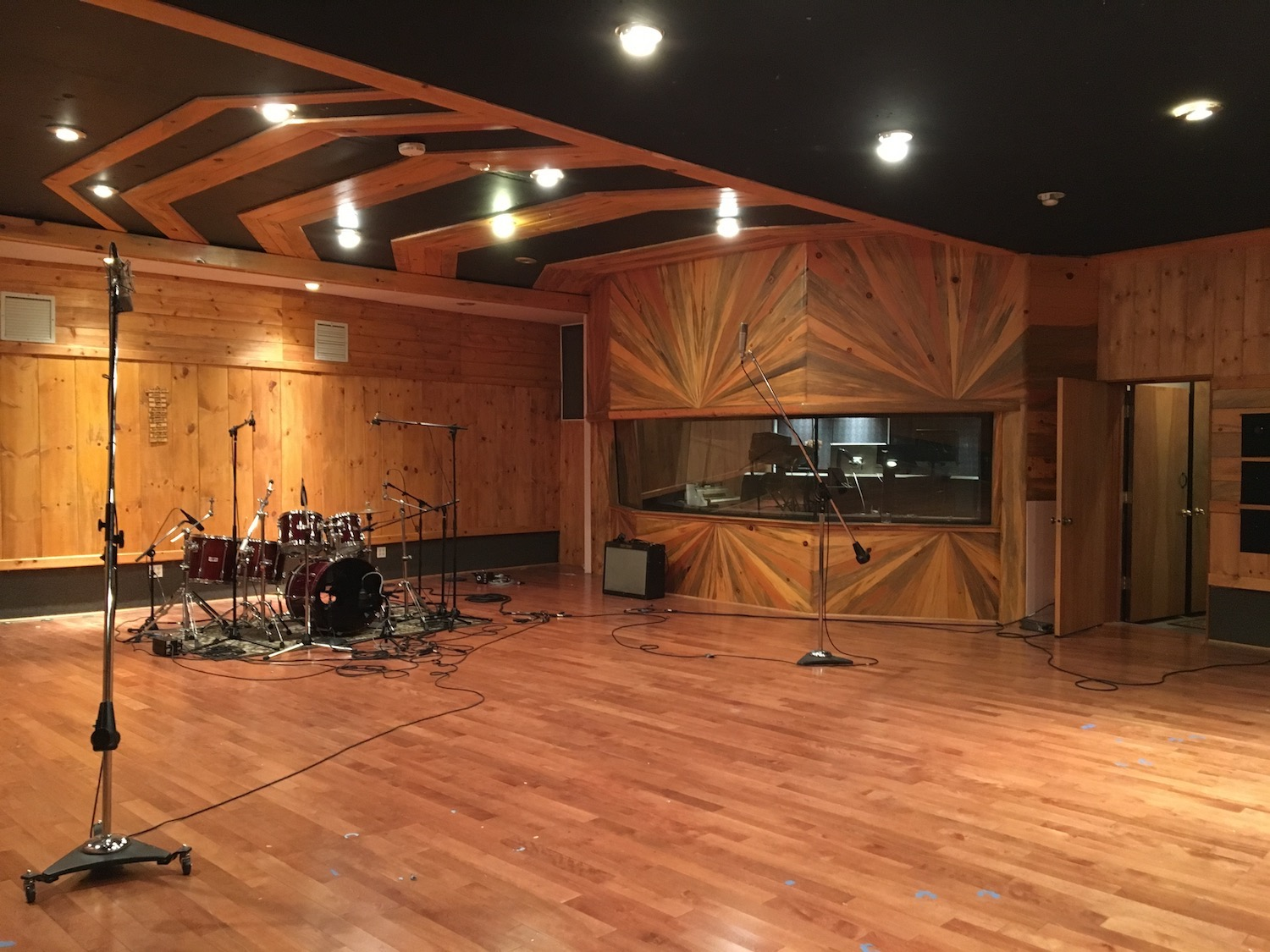 The Memphis Room - The Memphis Room, so called after it was designed and built by Elvis Presley's keyboard player. The large control room is accompanied by a fully wood finished 800 sq ft live room. A rare and luxurious environment in modern recording.