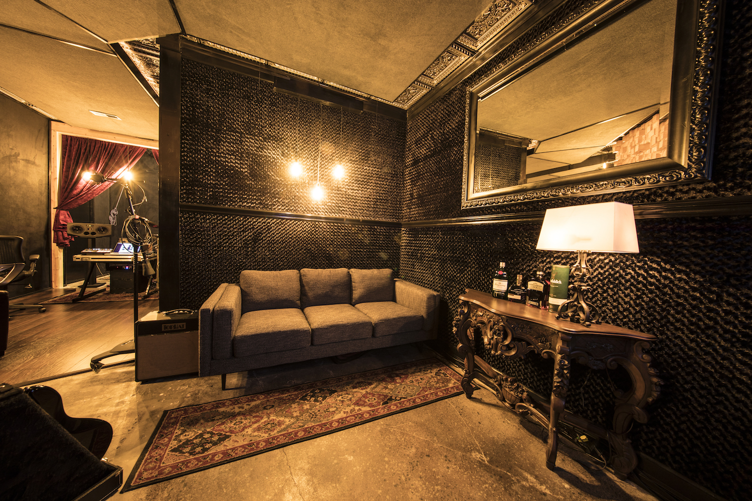 NASHVILLE - It's a dark and enigmatic mood in the Nashville room where you can soak up the sophisticated nightclub ambience.