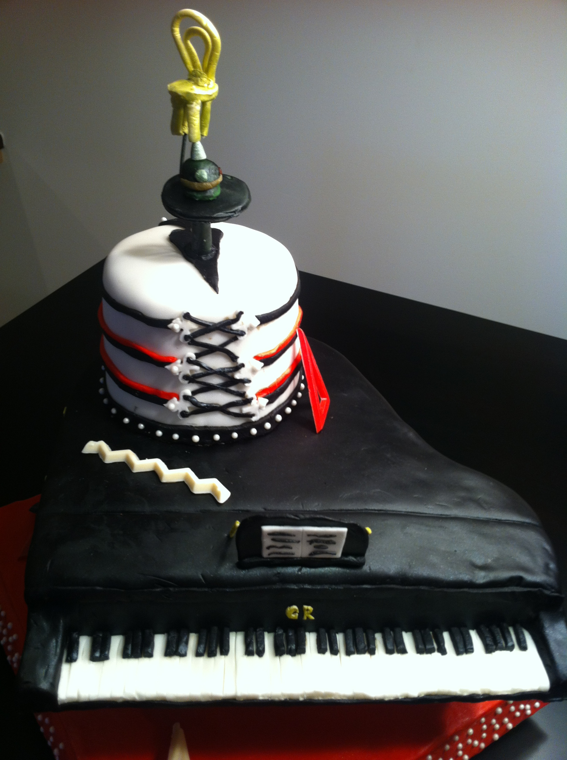 Cabaret Cake2.JPG