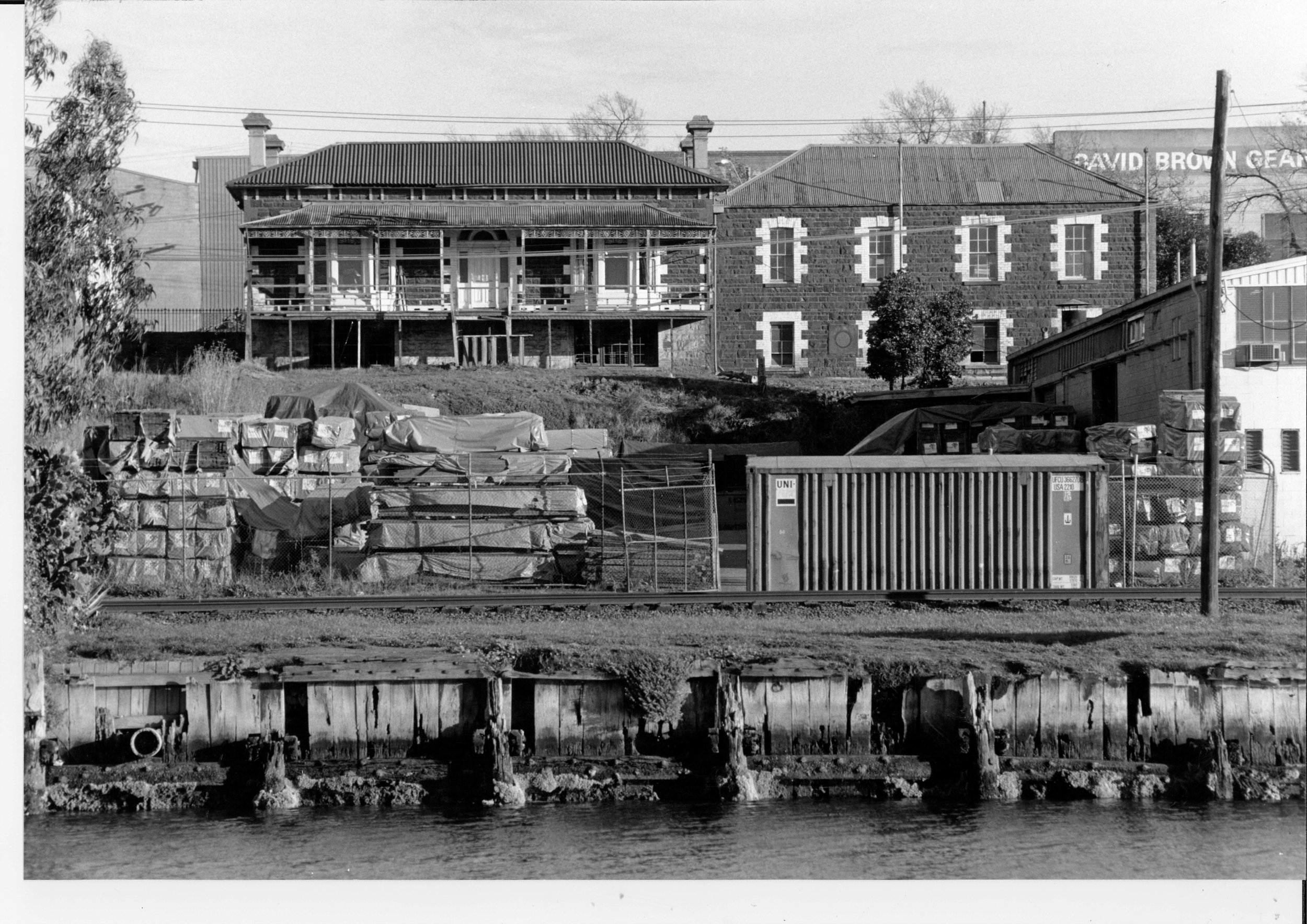Henderson House image2pg.jpg