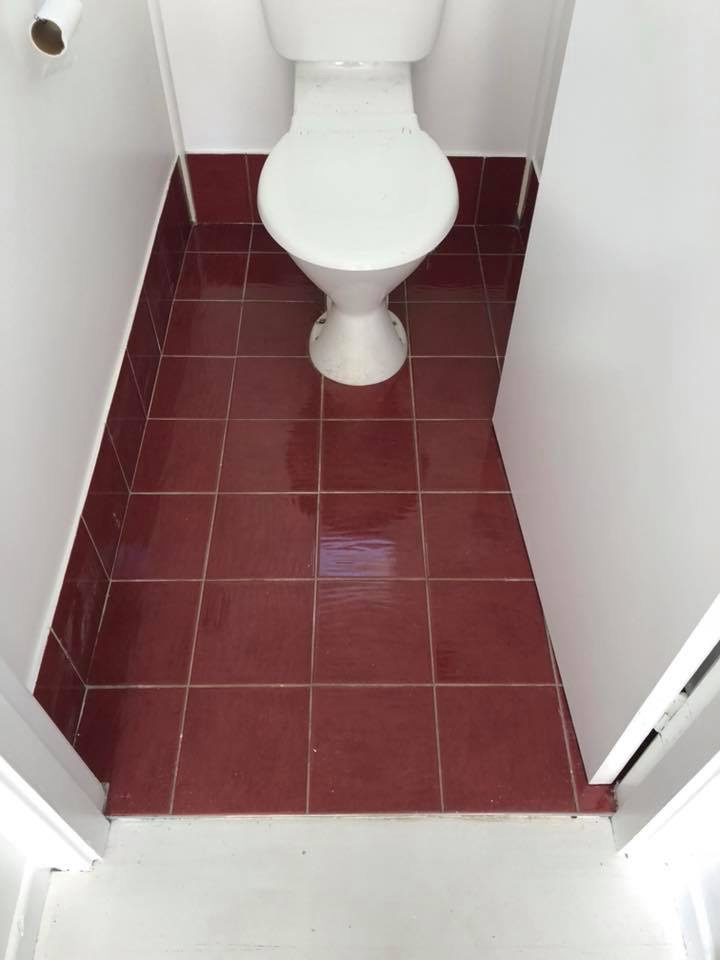 Toilet_Tiles_before.JPG
