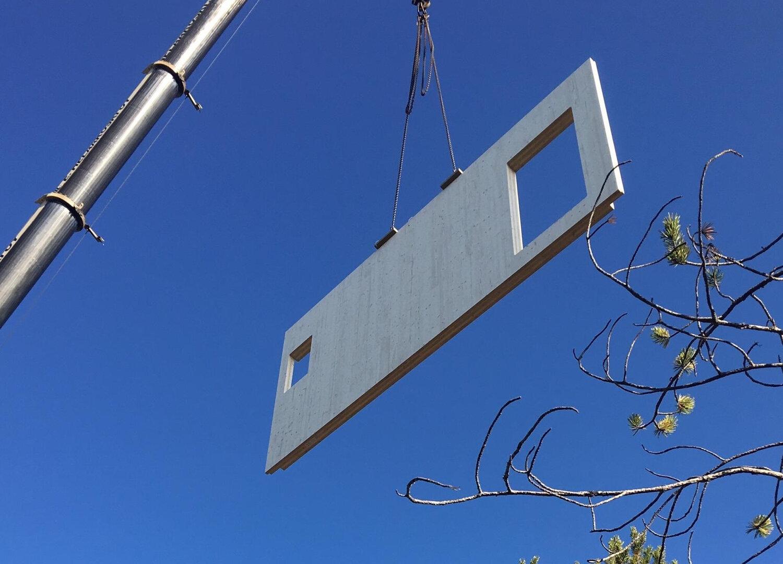 Tehokasta rakentamista - Elementti on samanaikaisesti valmis sisäseinä sekä kantava rakenne, nopeuttaen näin rakentamista. Elementit voidaan työstää haluttuihin mittoihin hyvin tarkasti, jolloin rakennus on tiivis ja viimeistelty.