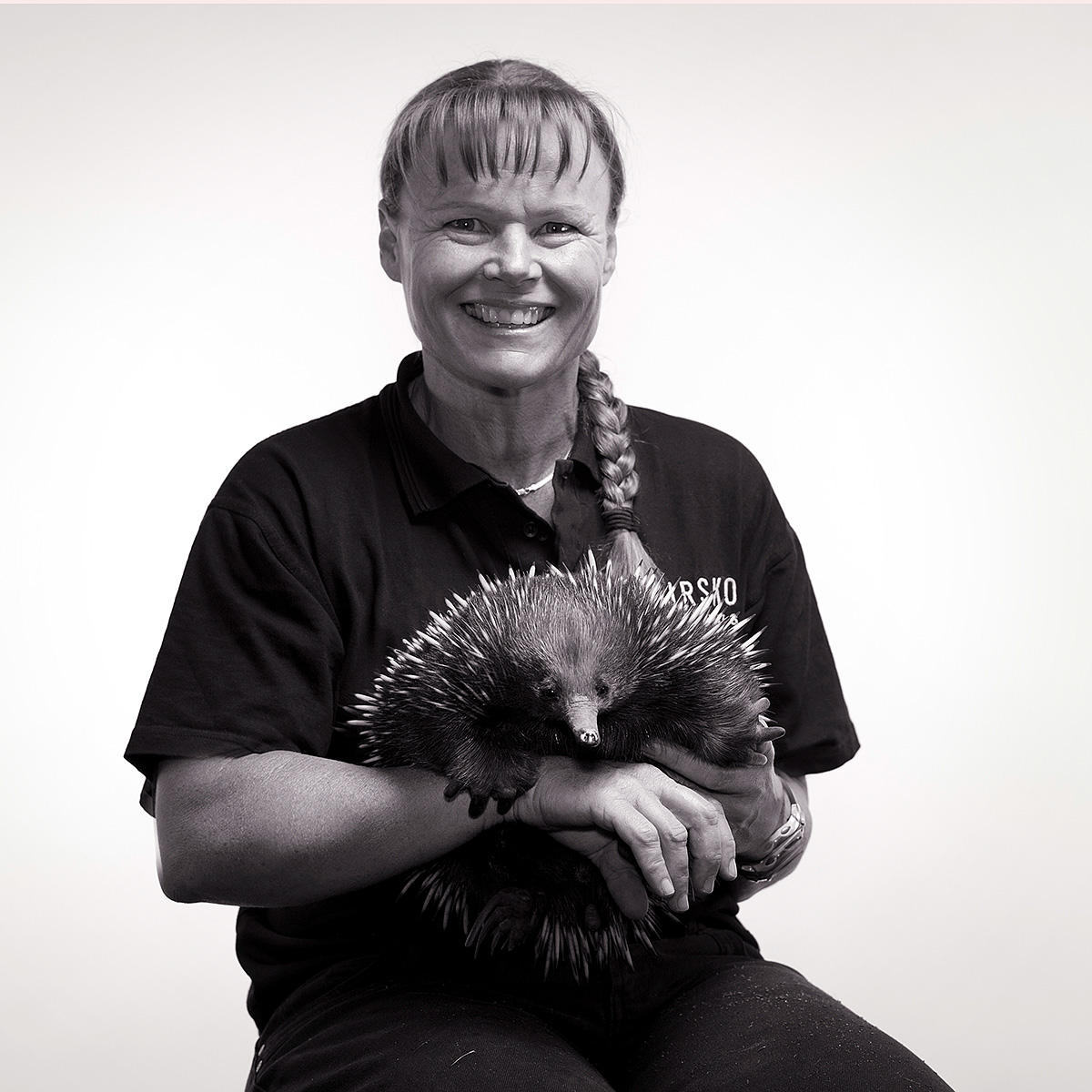 Kirsko Film Animals Kirstin Feddersen with Echidna 1200pxh.jpg