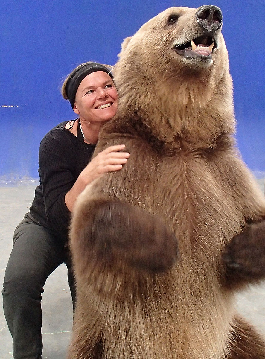 Kirsko Film Animals Kirstin Feddersen and Grizzly 1200pxh.jpg