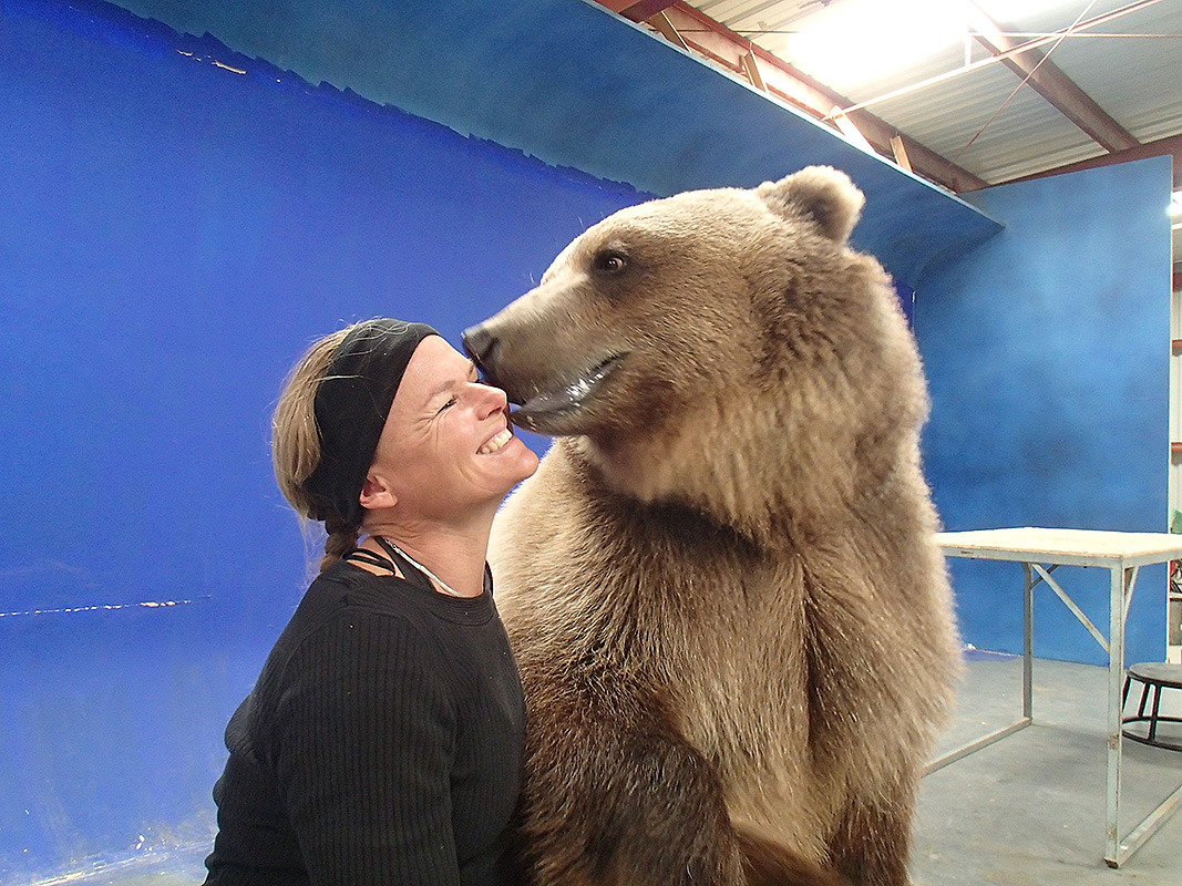 Kirsko Film Animals Kirstin Feddersen and Grizzly Bear 800pxh.jpg
